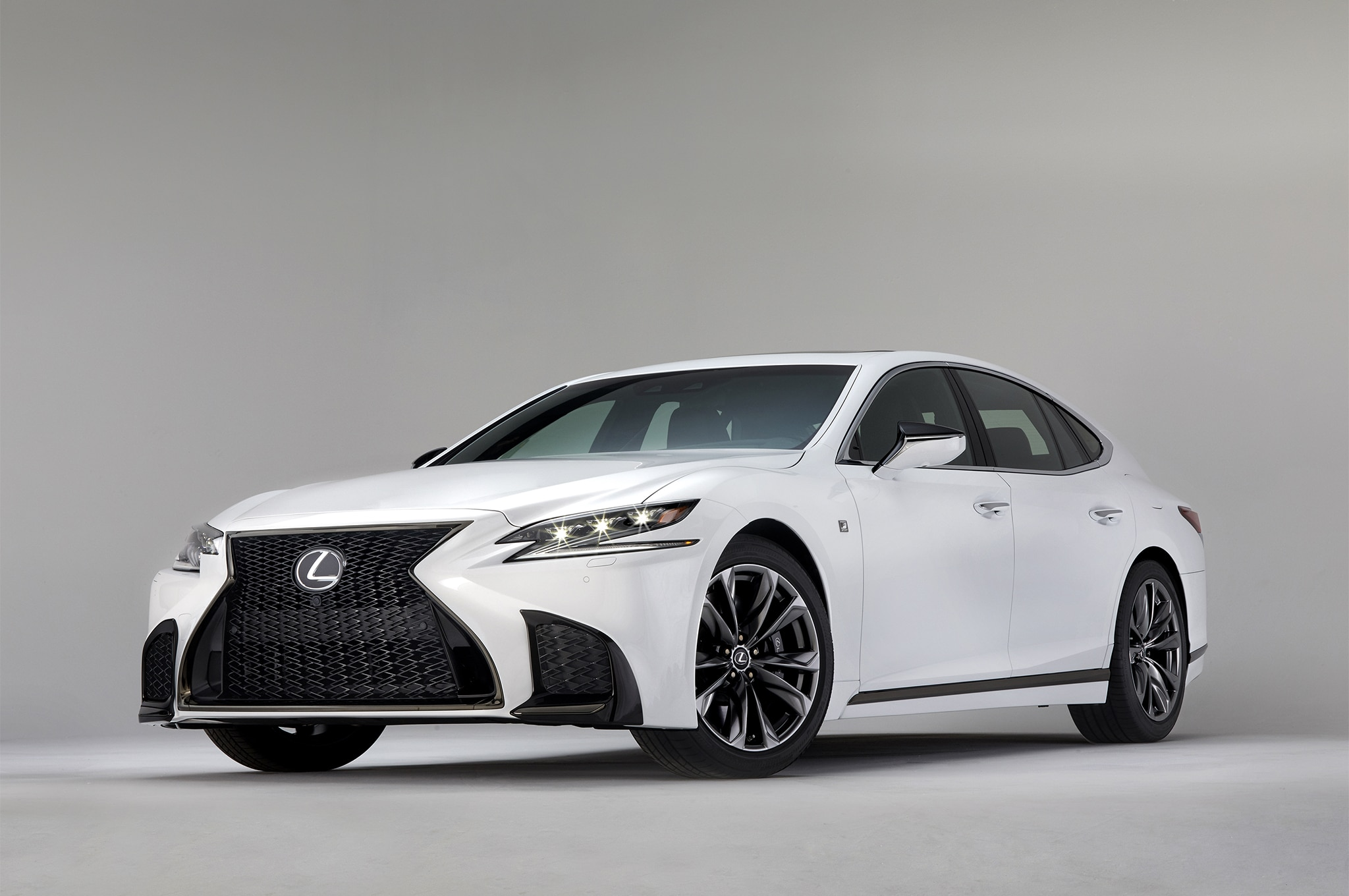 2018 Lexus LS 500 F Sport Front Three Quarter 01 2
