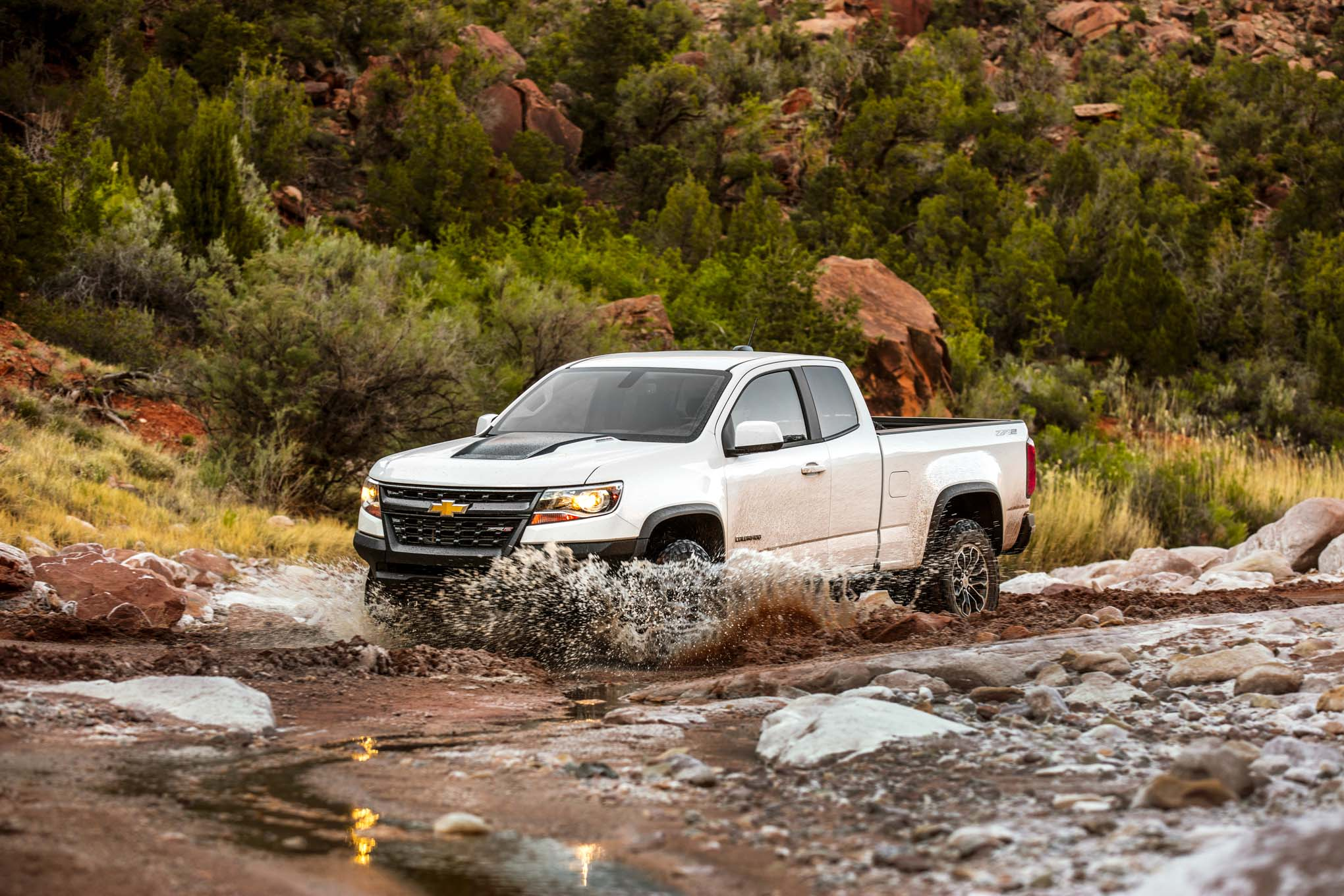 2017 Chevrolet Colorado ZR2 Front Side In Motion