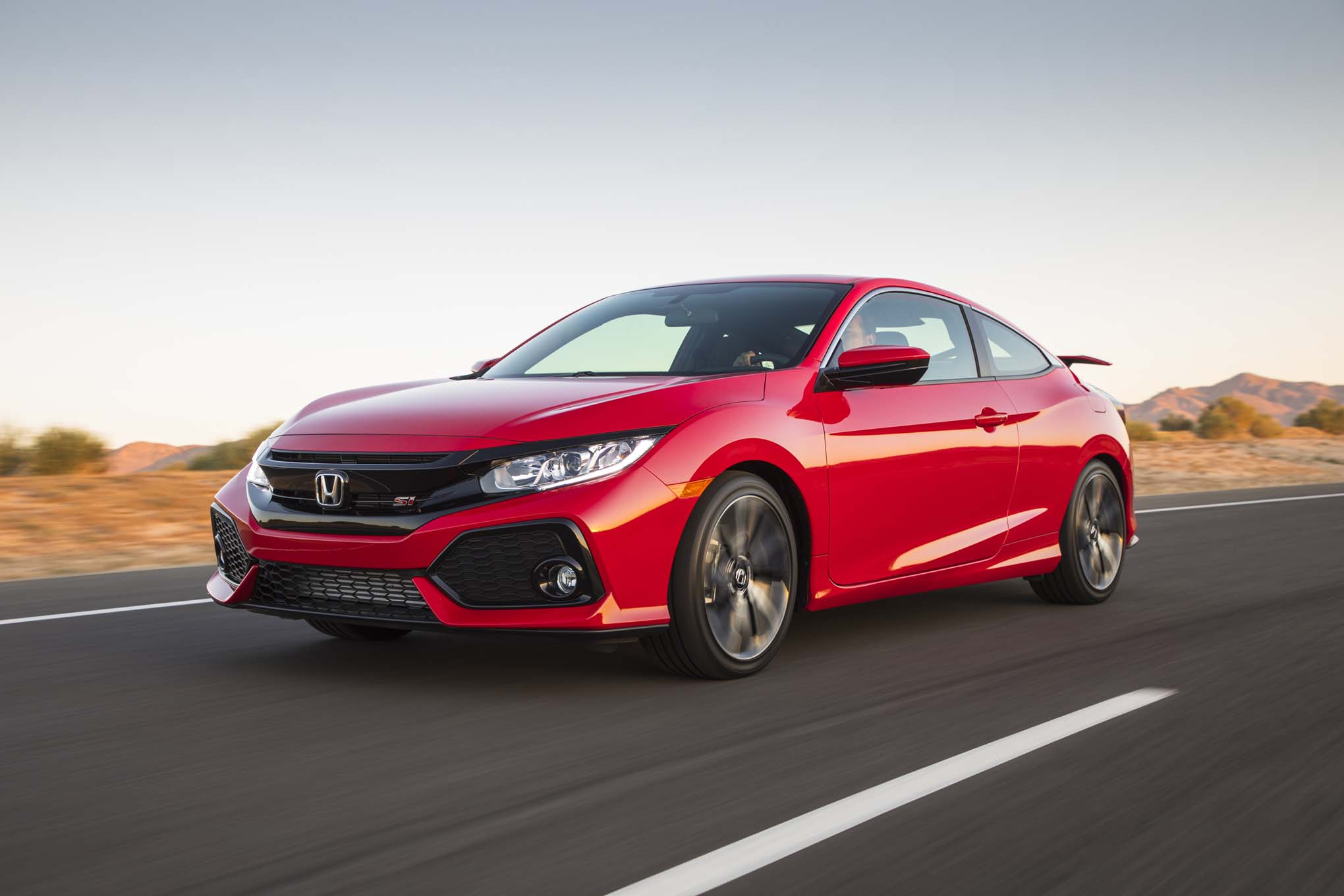 2017 Honda Civic SI Front Three Quarter In Motion 28