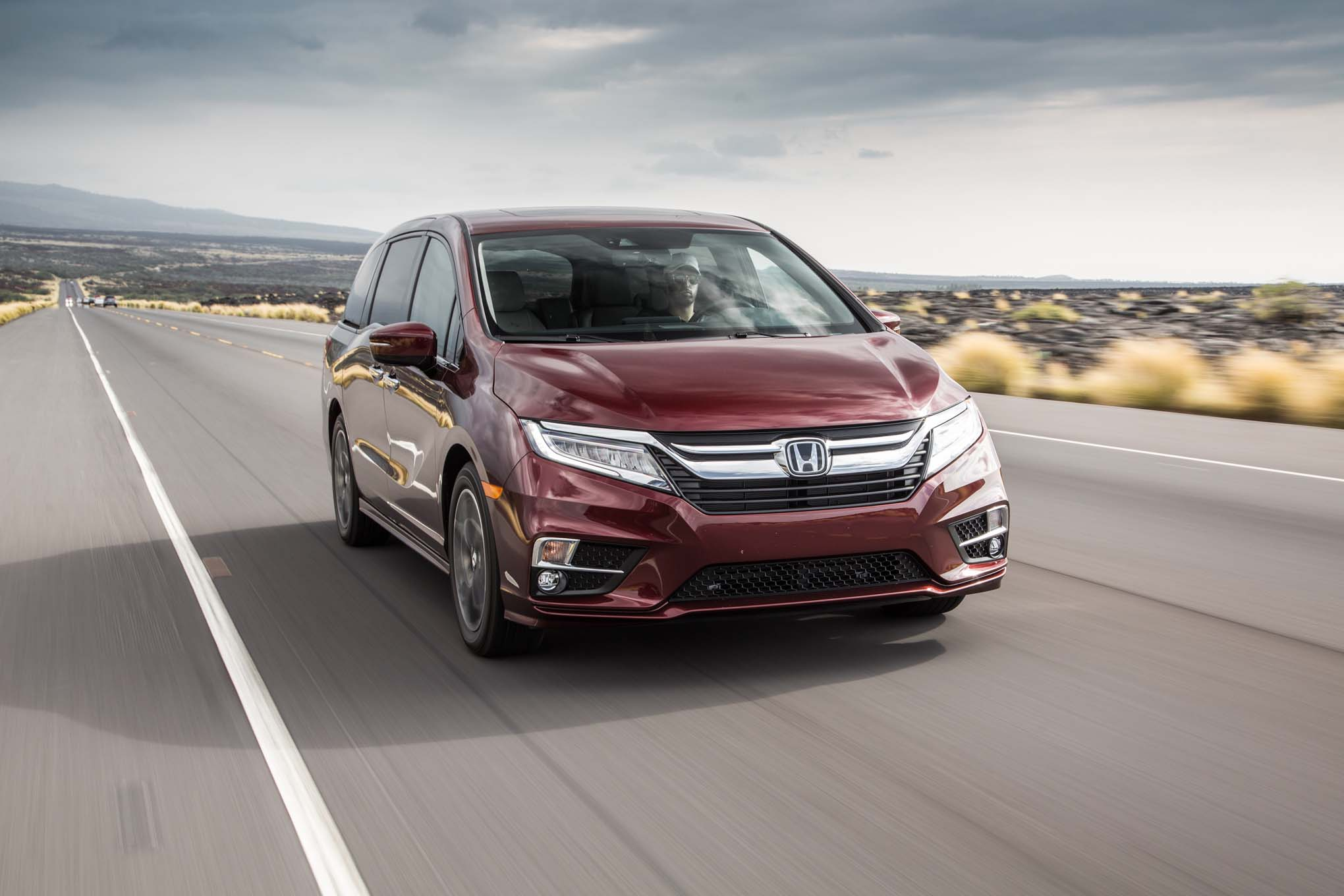 2018 Honda Odyssey Front Three Quarter In Motion 02