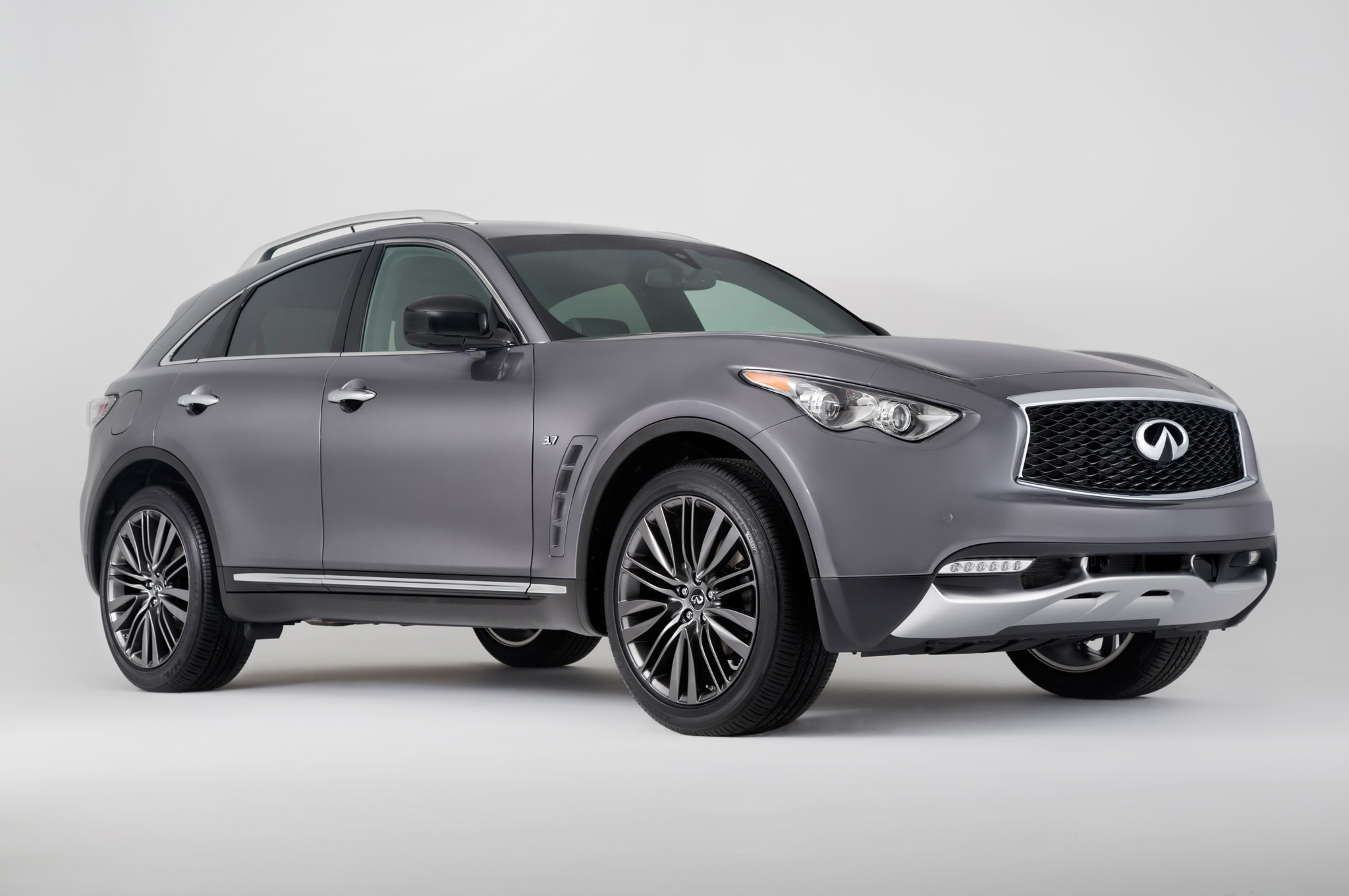 2017 Infiniti QX70 Limited Front Three Quarter