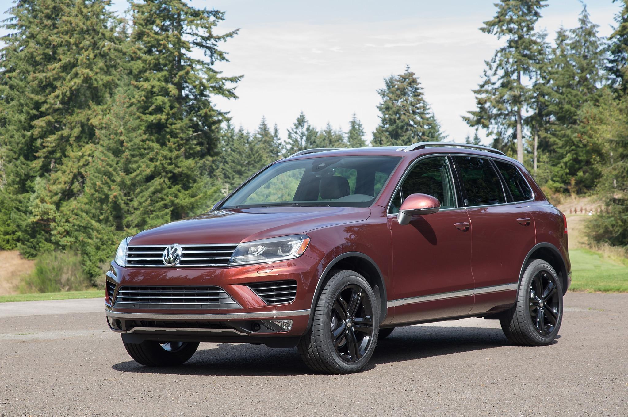 2017 Volkswagen Touareg Front Three Quarter