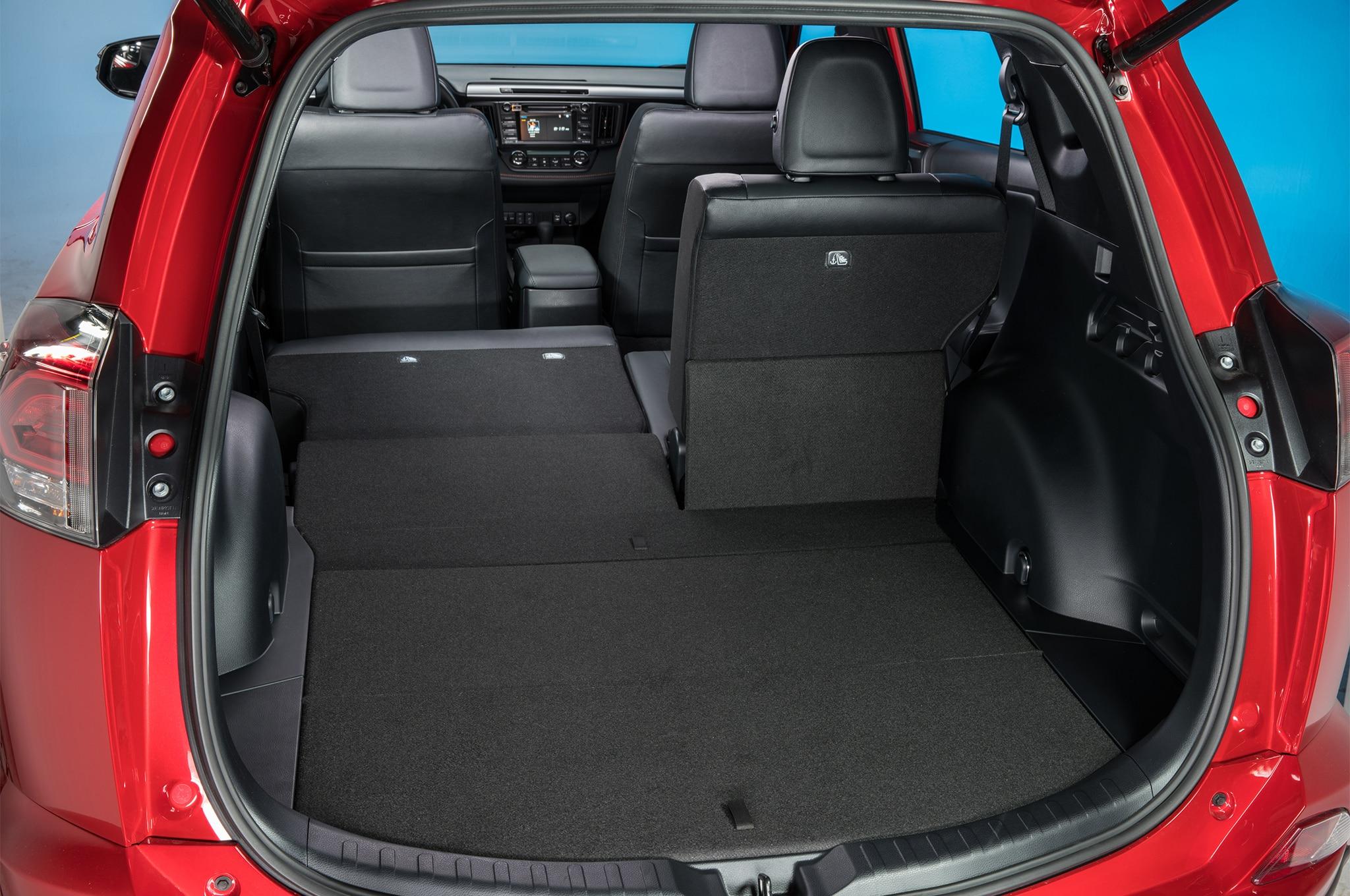2017 Toyota Rav4 Se Cargo Space 02 Motor Trend En Espa 241 Ol