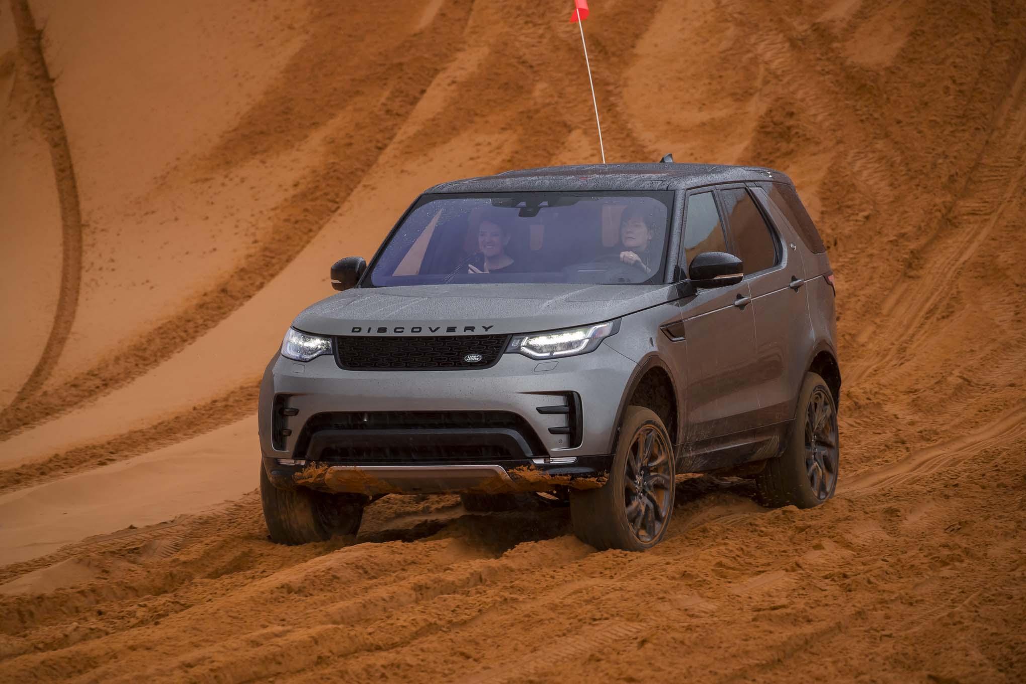 2017 Land Rover Discovery off road 38 - Motor Trend en Español