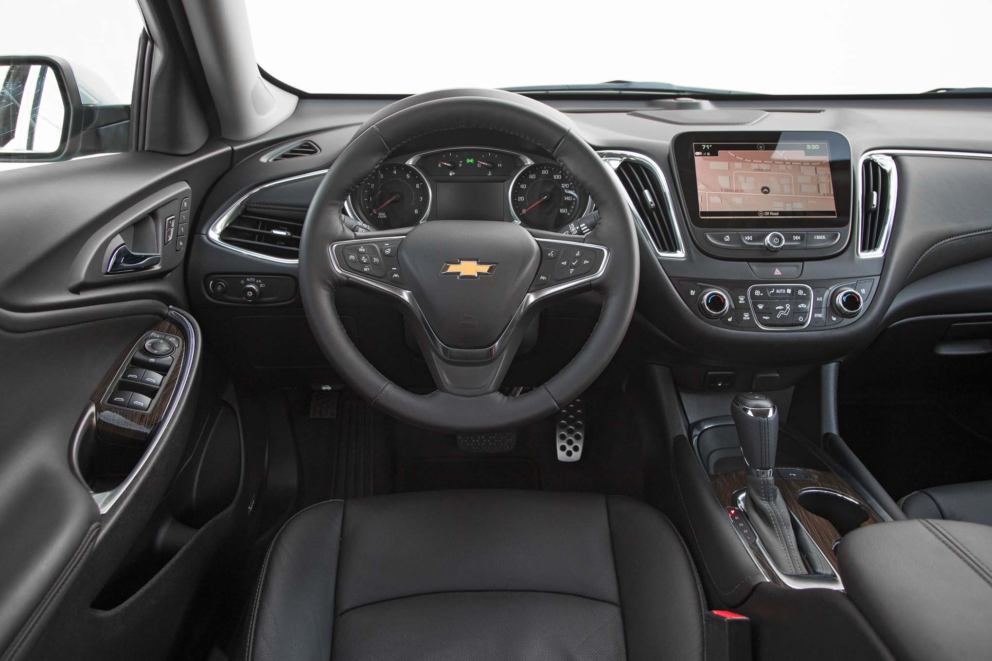 2017 chevrolet malibu 20t premier cockpit motor trend en espa ol. Black Bedroom Furniture Sets. Home Design Ideas