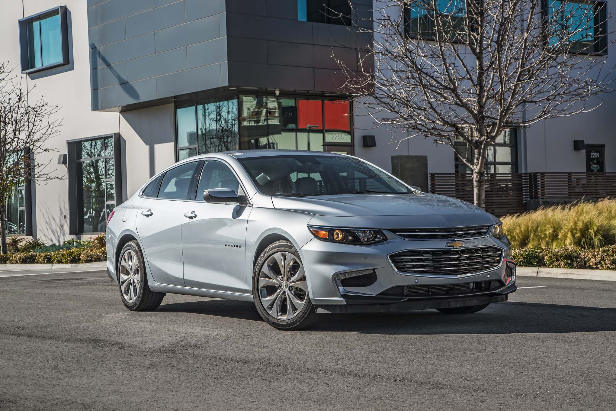 2017 Chevrolet Malibu 20T Premier front three quarters