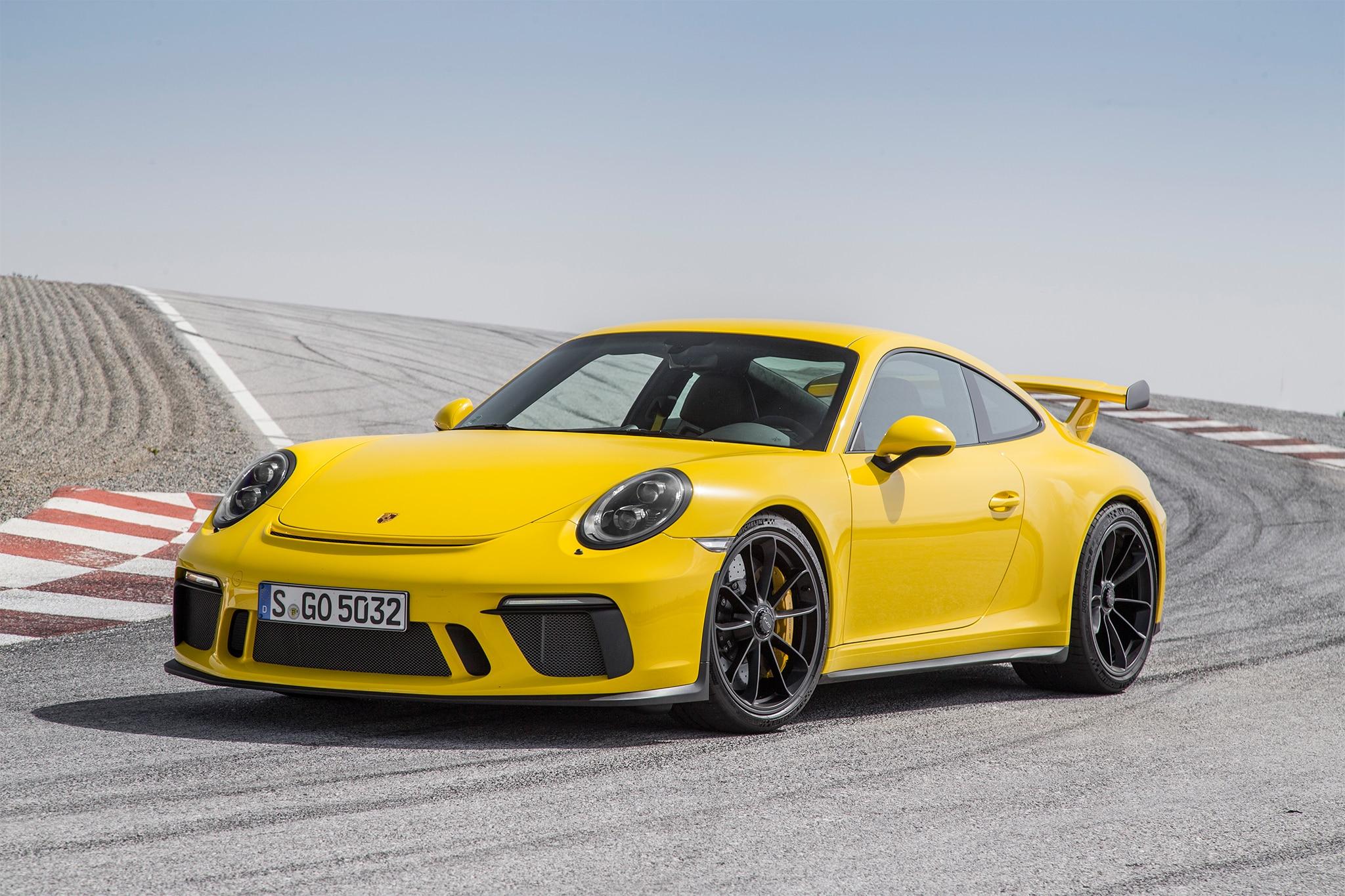 2018 Porsche 911 GT3 front three quarter 10