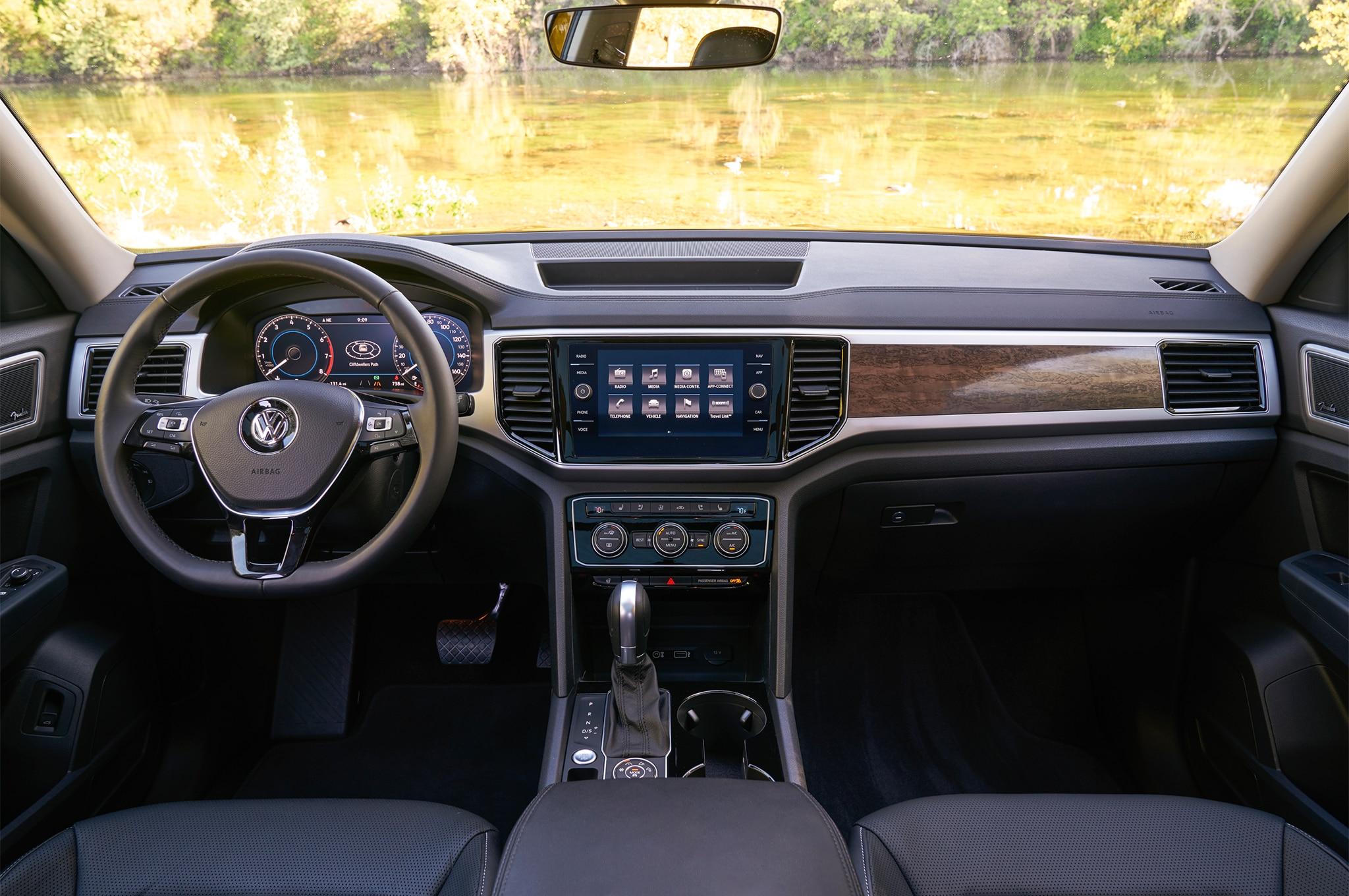 2018 Volkswagen Atlas cabin 02