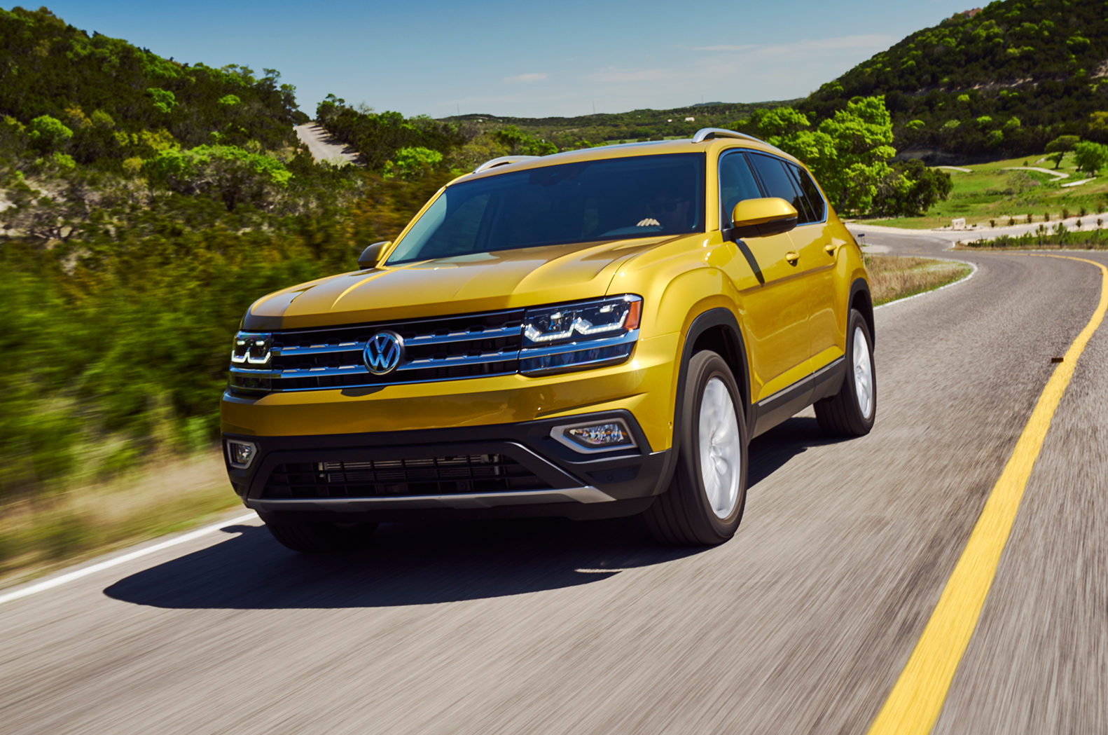 2018 Volkswagen Atlas Front Three Quarter In Motion 01 E1491507403135