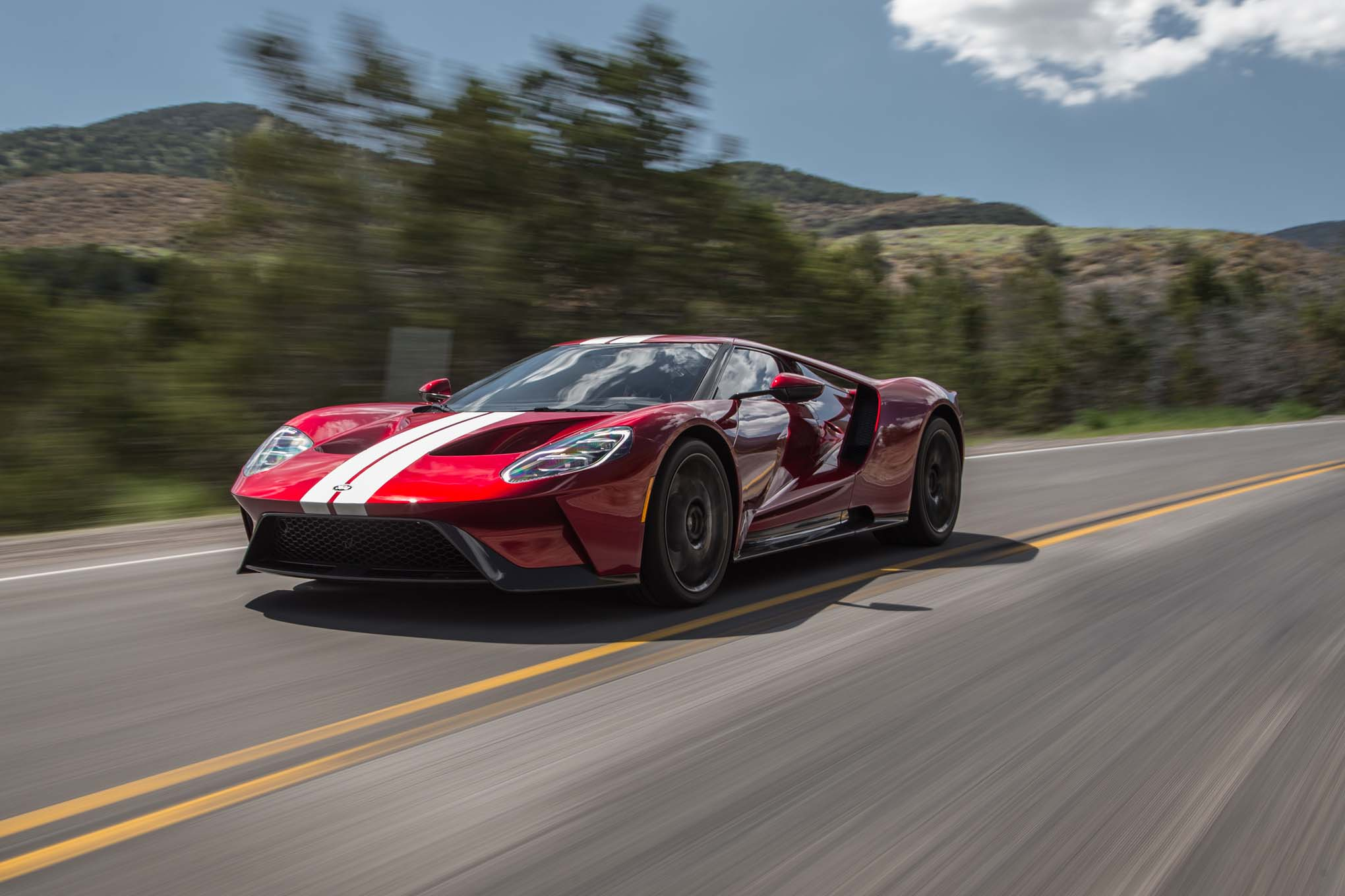 2017 Ford GT front three quarter in motion 04 1