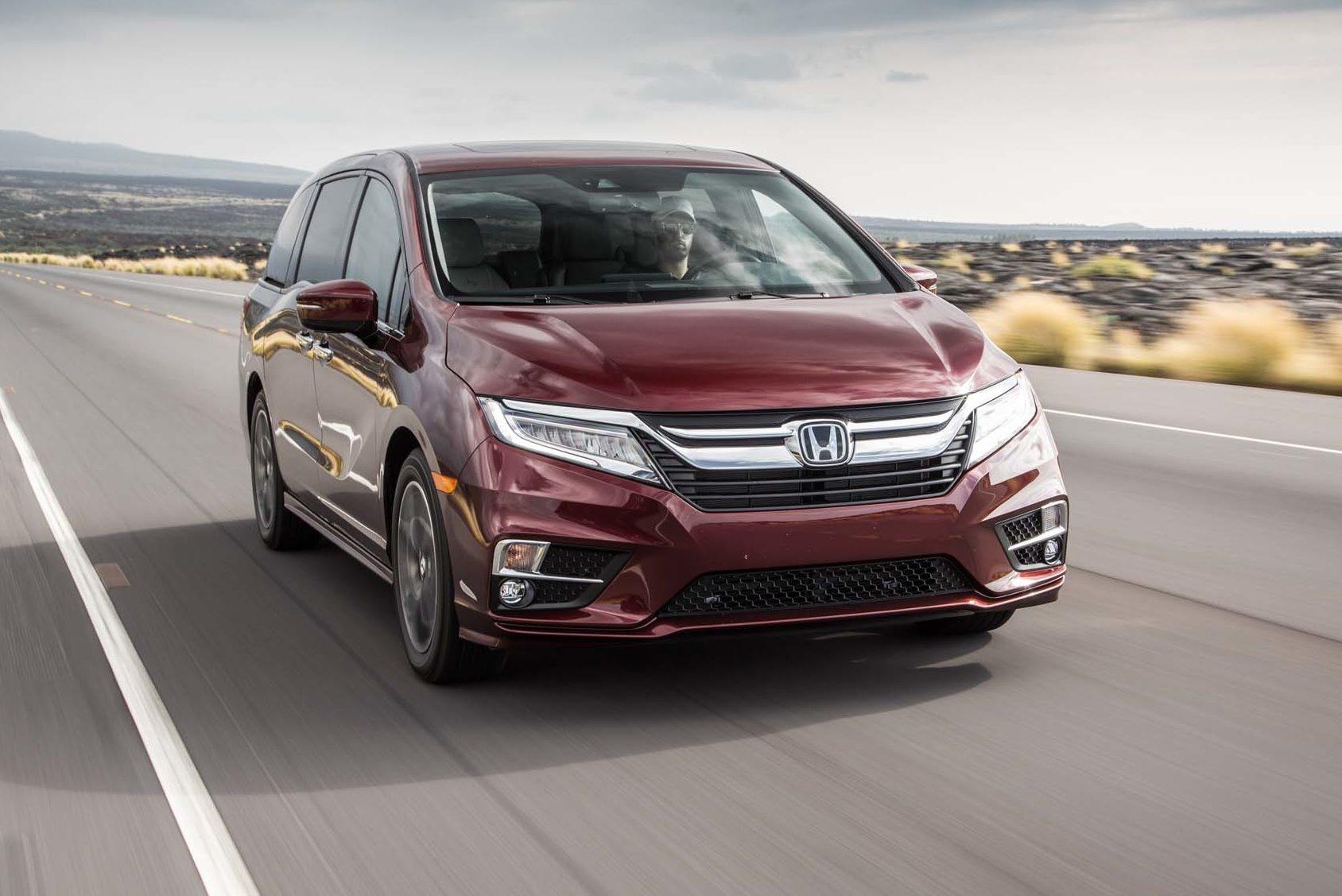 2018 Honda Odyssey Front Three Quarter In Motion 02 1 E1501521094384