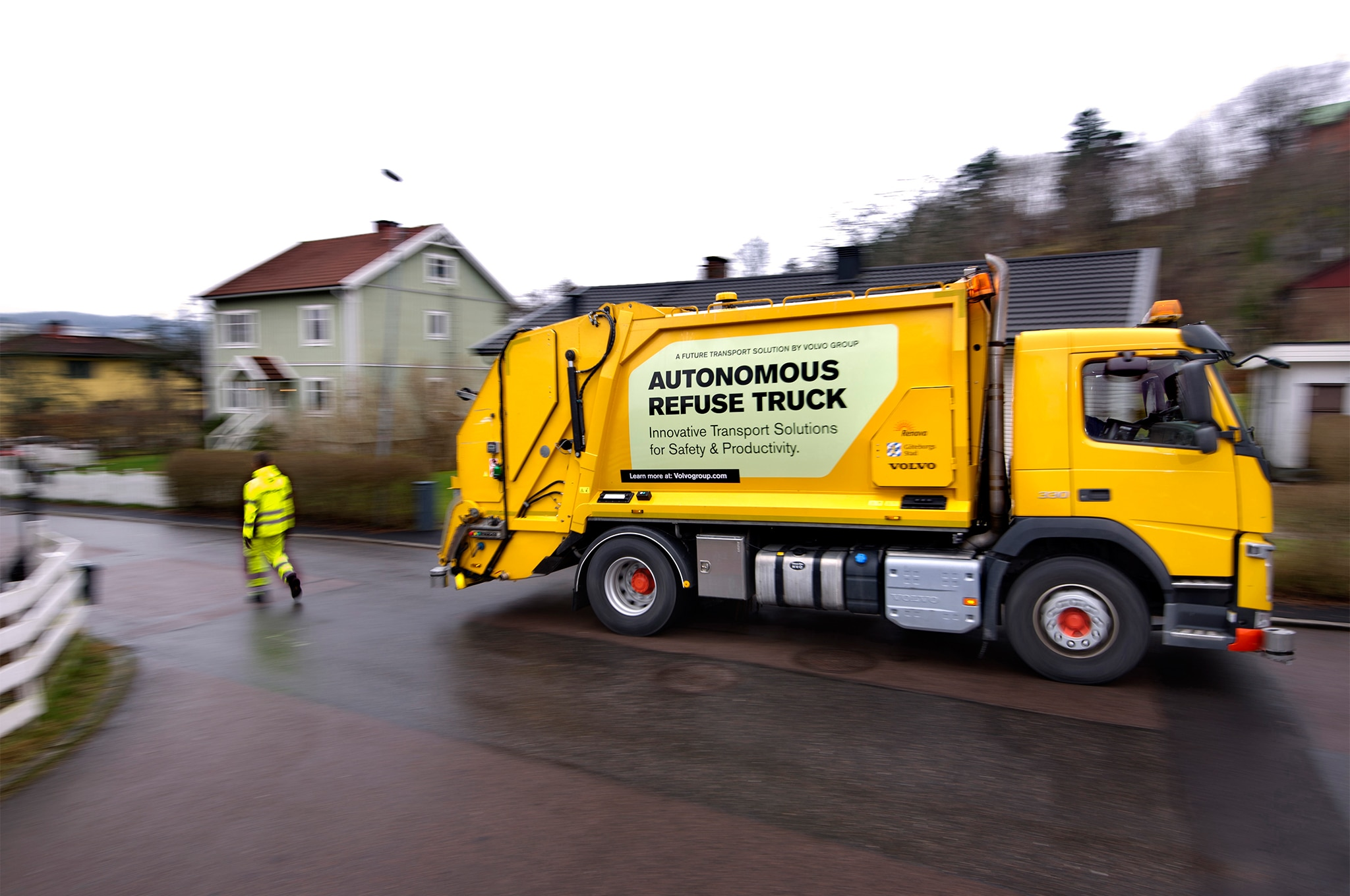 Volvo Autonomous Garbage Truck 03
