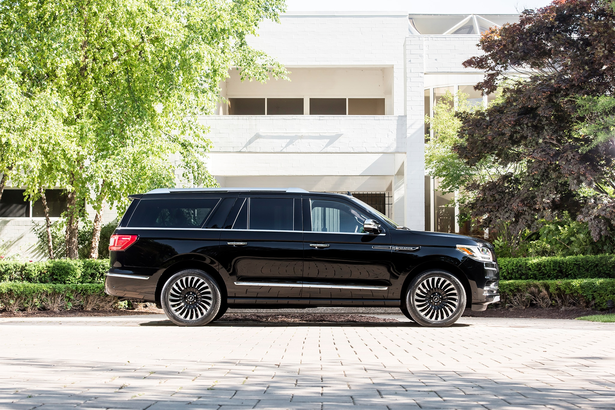 2018 Lincoln Navigator Extended Length Side Profile