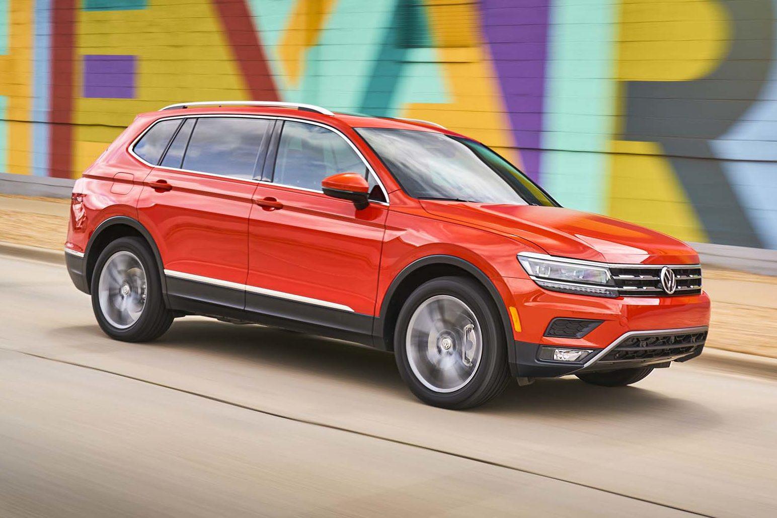 2018 Volkswagen Tiguan SEL Premium Front Side In Motion E1498504893700