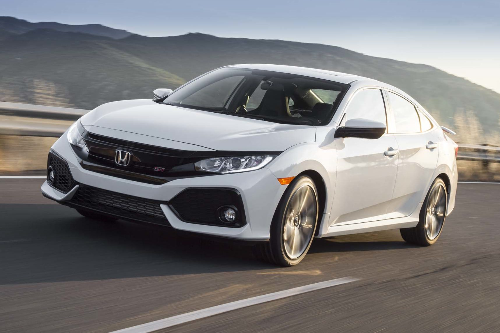 2017 Honda Civic Si Front Three Quarter In Motion 12 E1501104962745