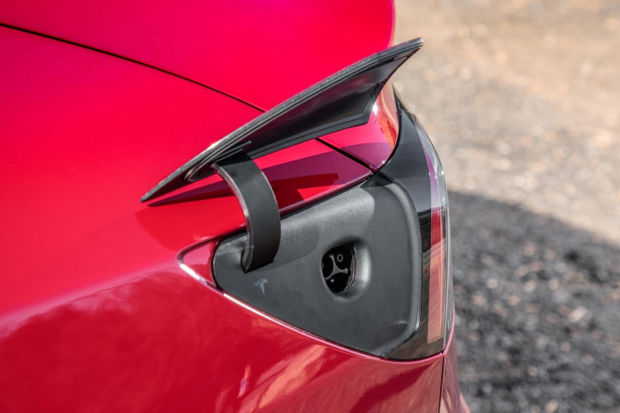 Tesla model 3 charge port motor trend en espa ol for Motor trend model 3
