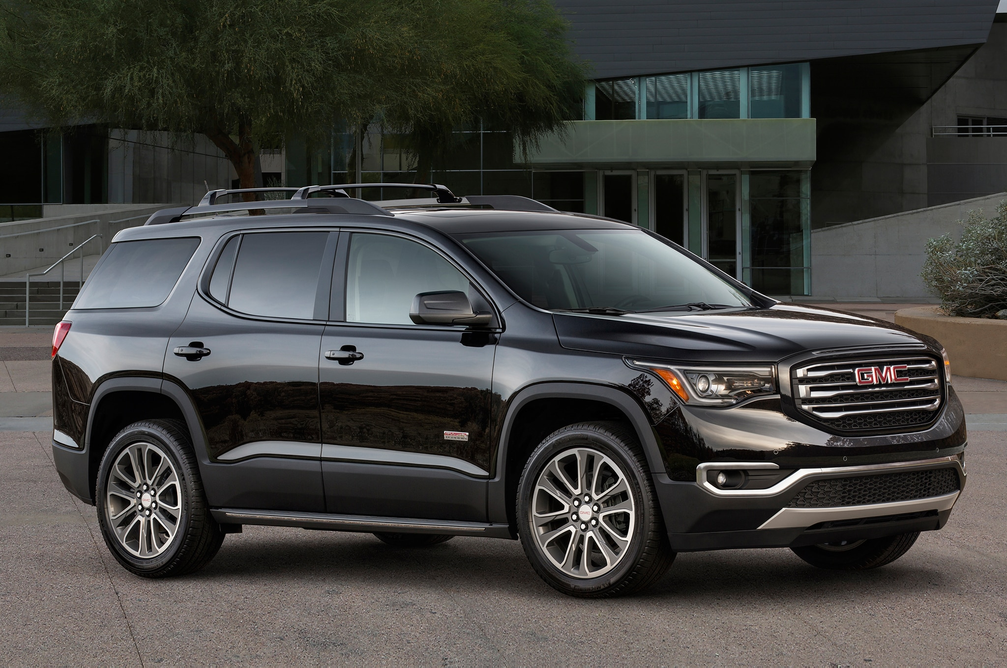 2018 GMC Acadia All Terrain front three quarter 02 - Motor ...