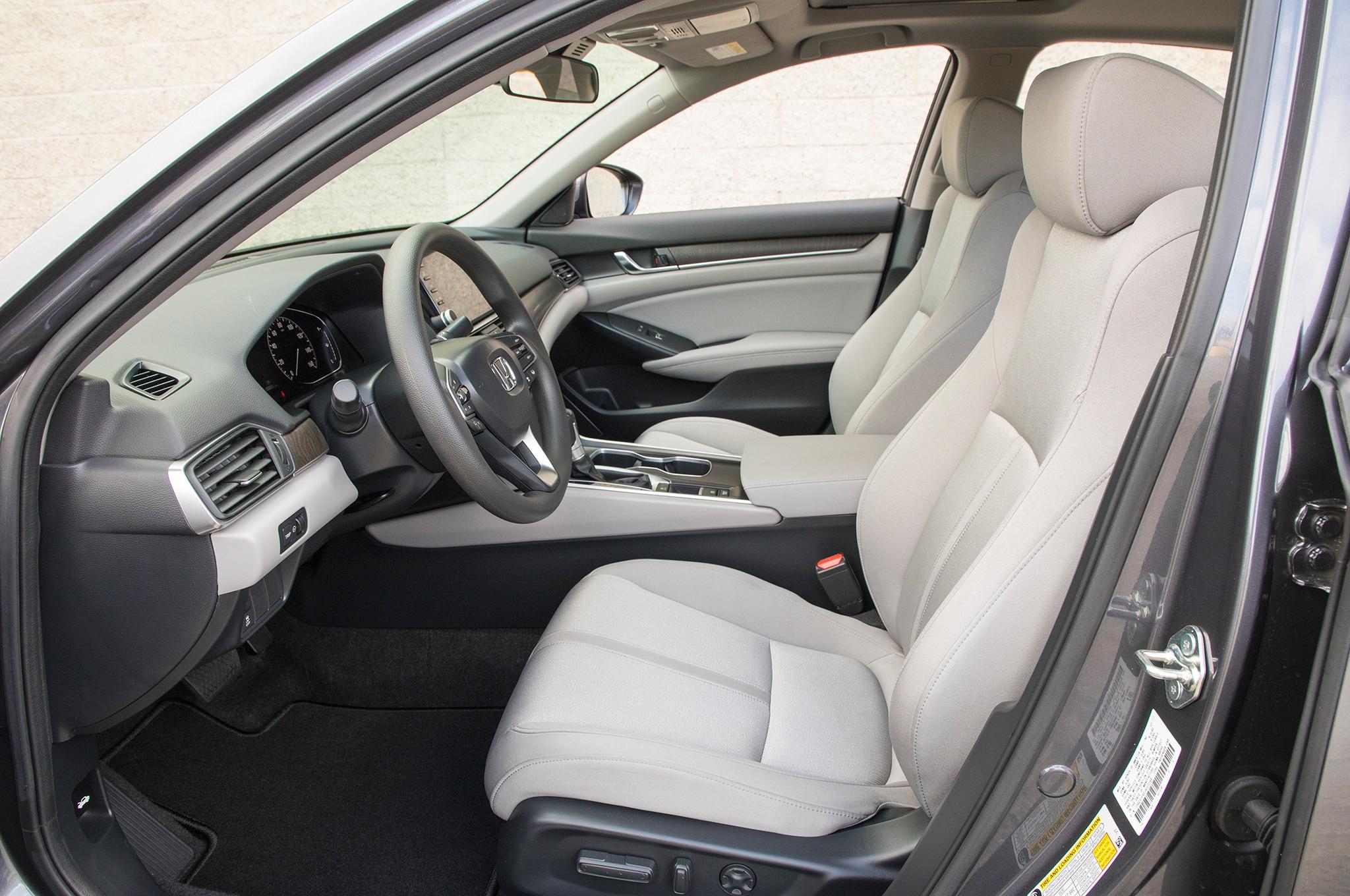2018 Honda Accord 1 5 Front Interior 01 Motor Trend En