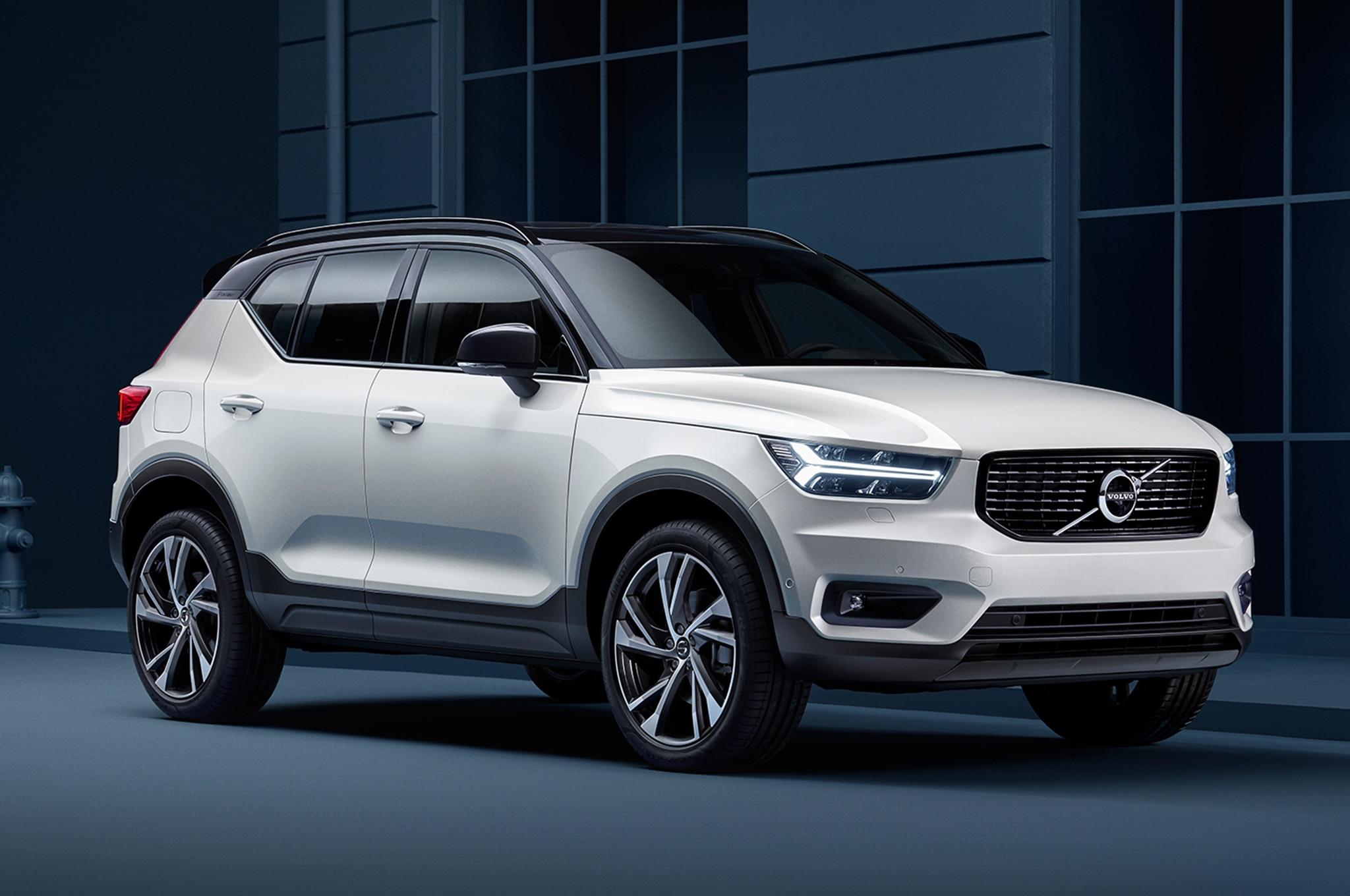 2018 Volvo XC40 Front Three Quarter 00