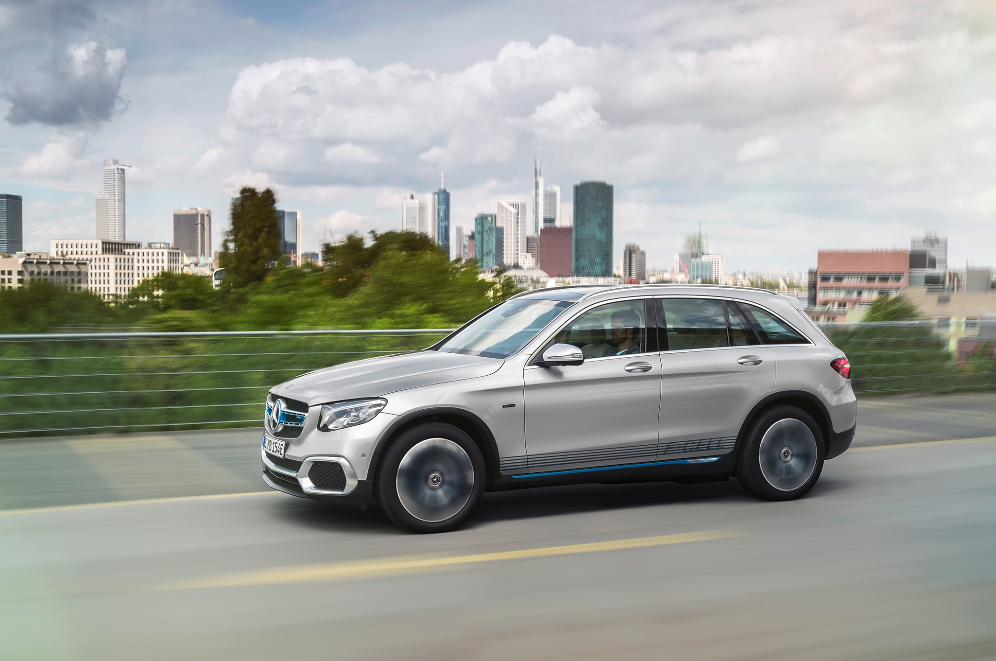 Mercedes Benz GLC F Cell Side In Motion 02