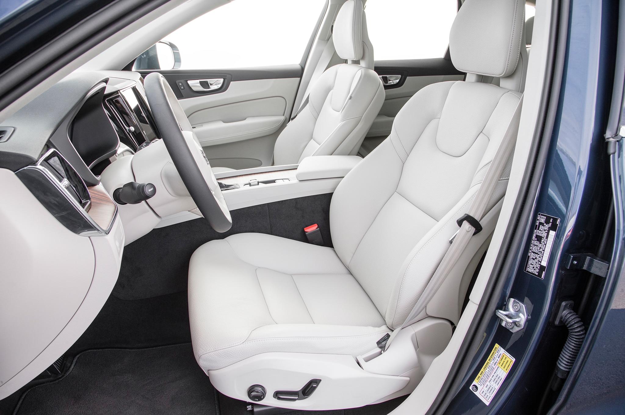 2017 Dodge Durango Gt >> 2018 Volvo XC60 T5 Momentum front interior seats - Motor ...