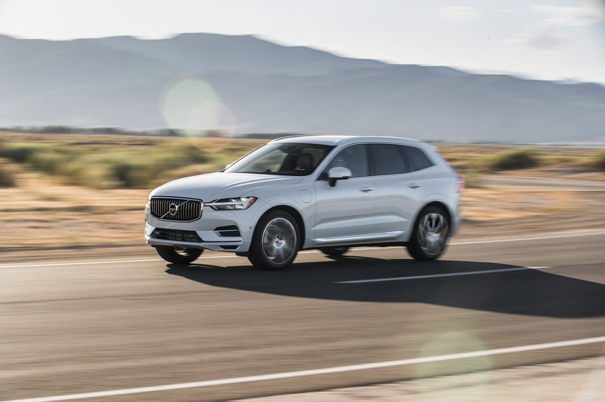 2018 Volvo XC60 T8 Inscription Front Side In Motion