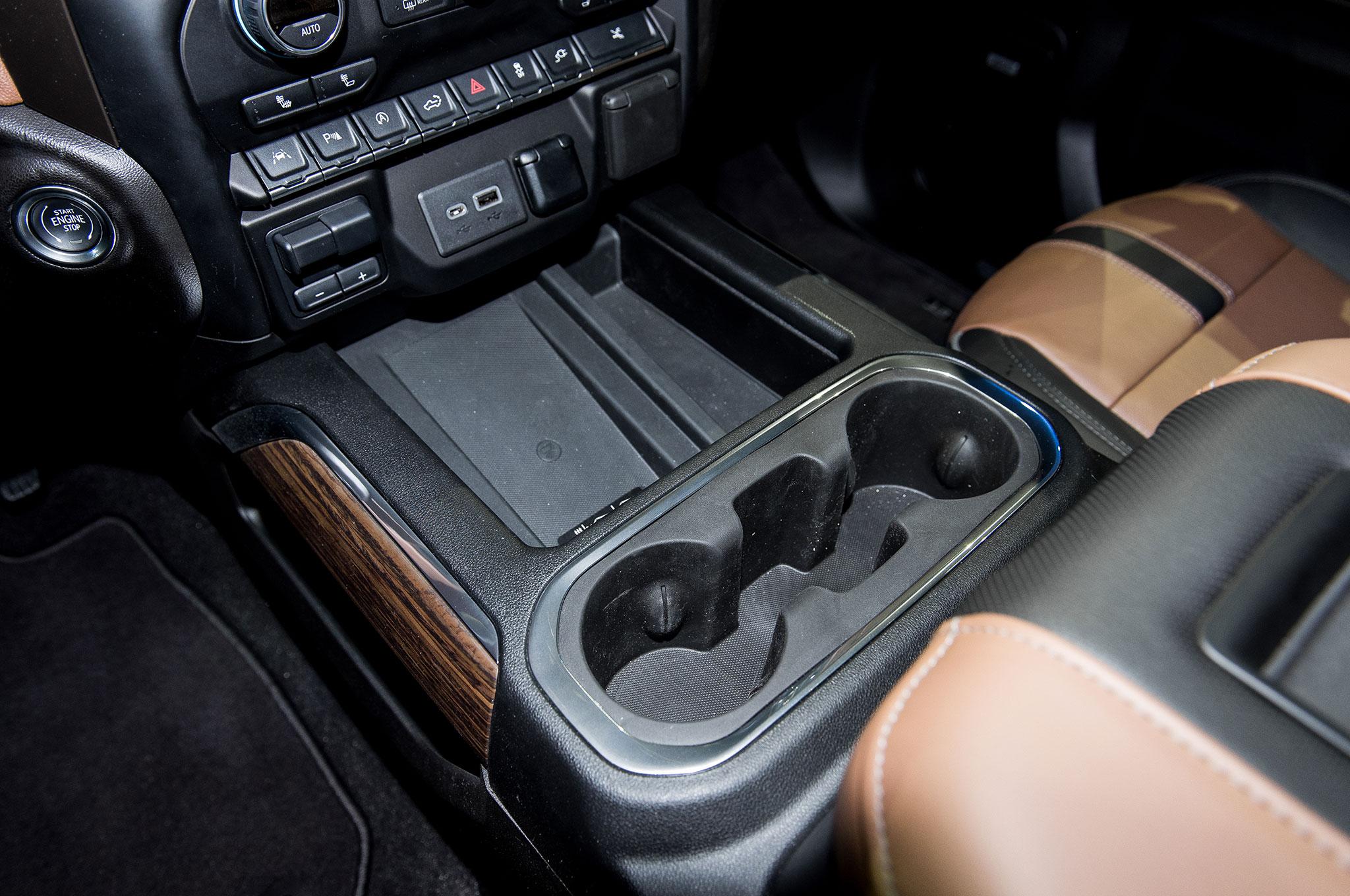 2019 Chevrolet Silverado 1500 High Country interior center ...