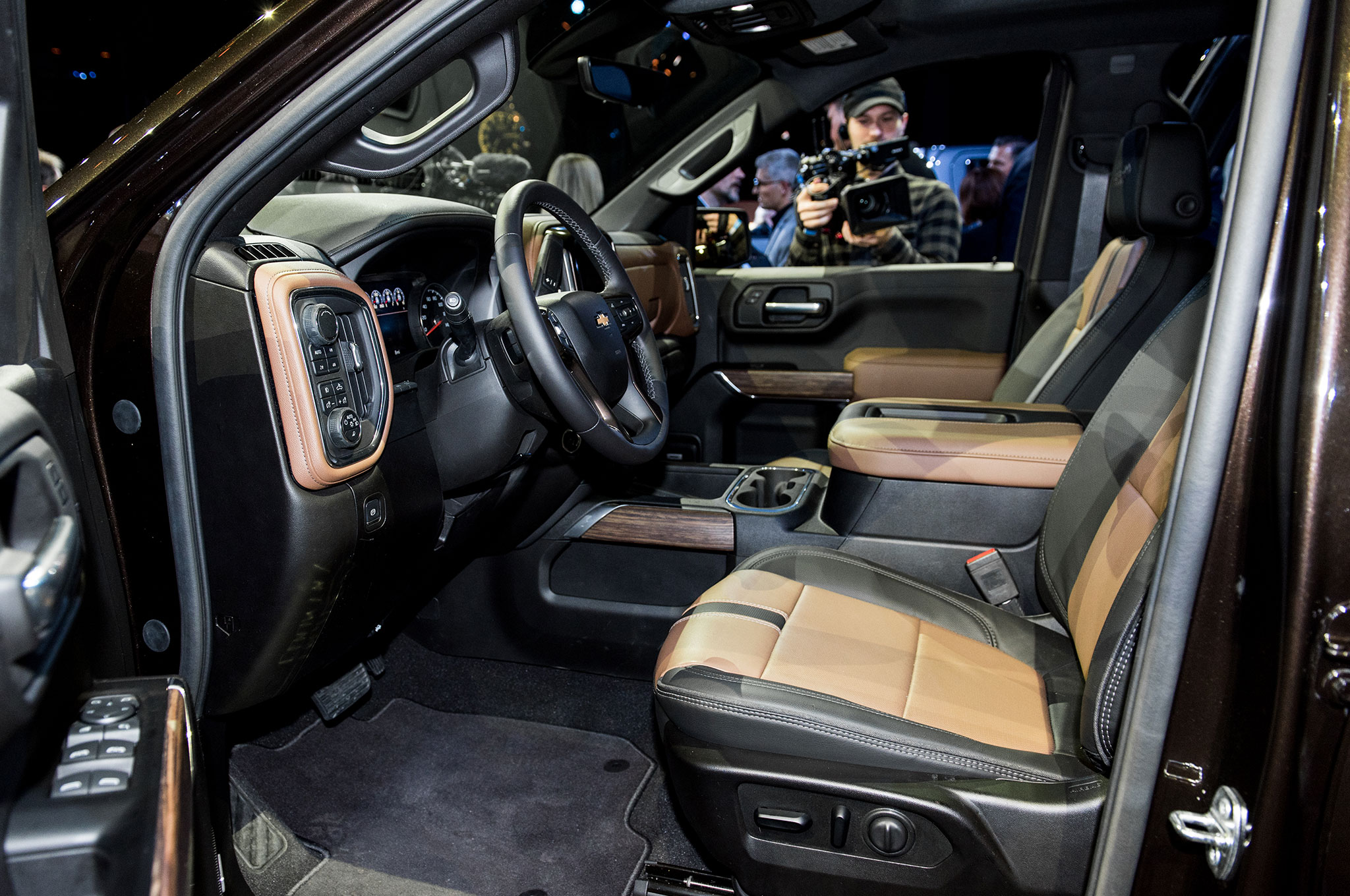 2019 Chevrolet Silverado 1500 High Country interior from ...
