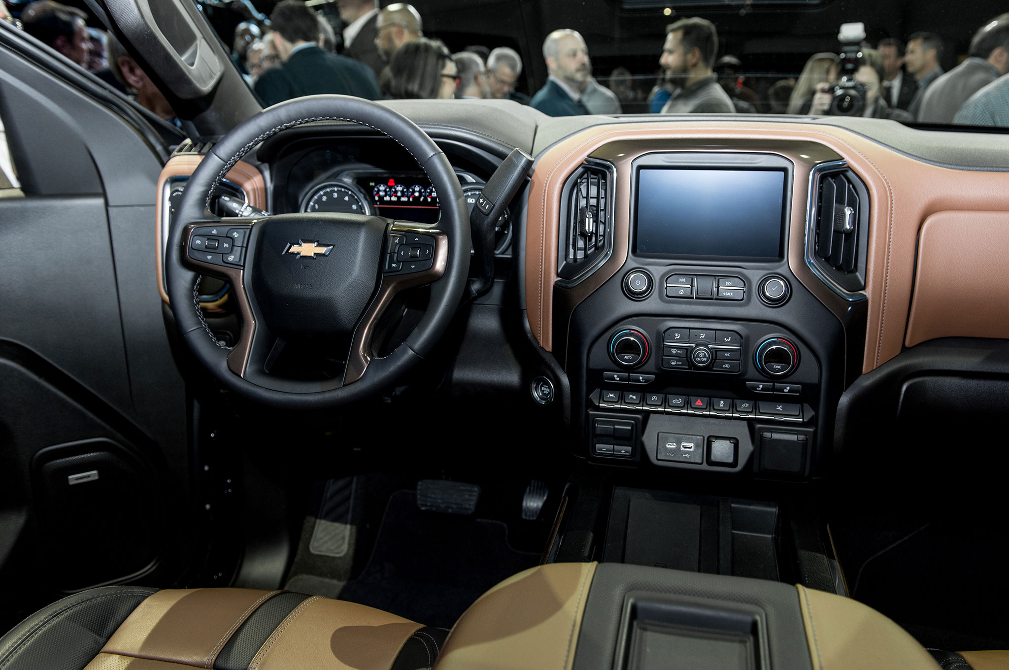2019 Chevrolet Silverado 1500 High Country interior ...