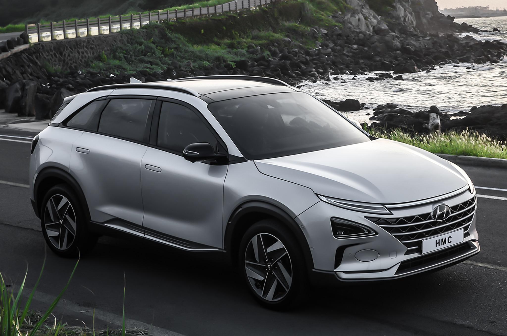 2019 Hyundai Fuel Cell EV SUV Front Three Quarter 03