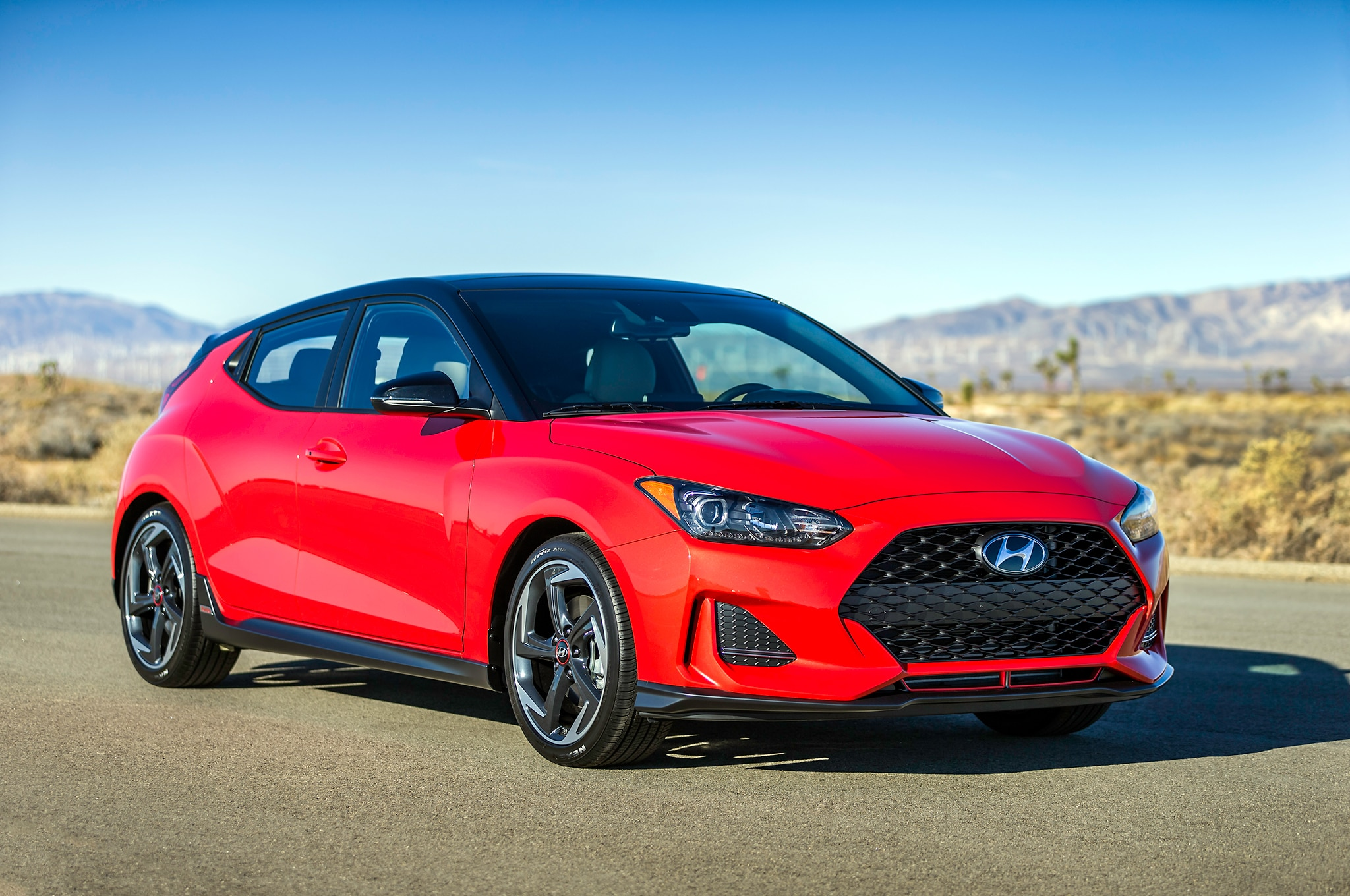 2019 Hyundai Veloster Turbo Front Three Quarter 04