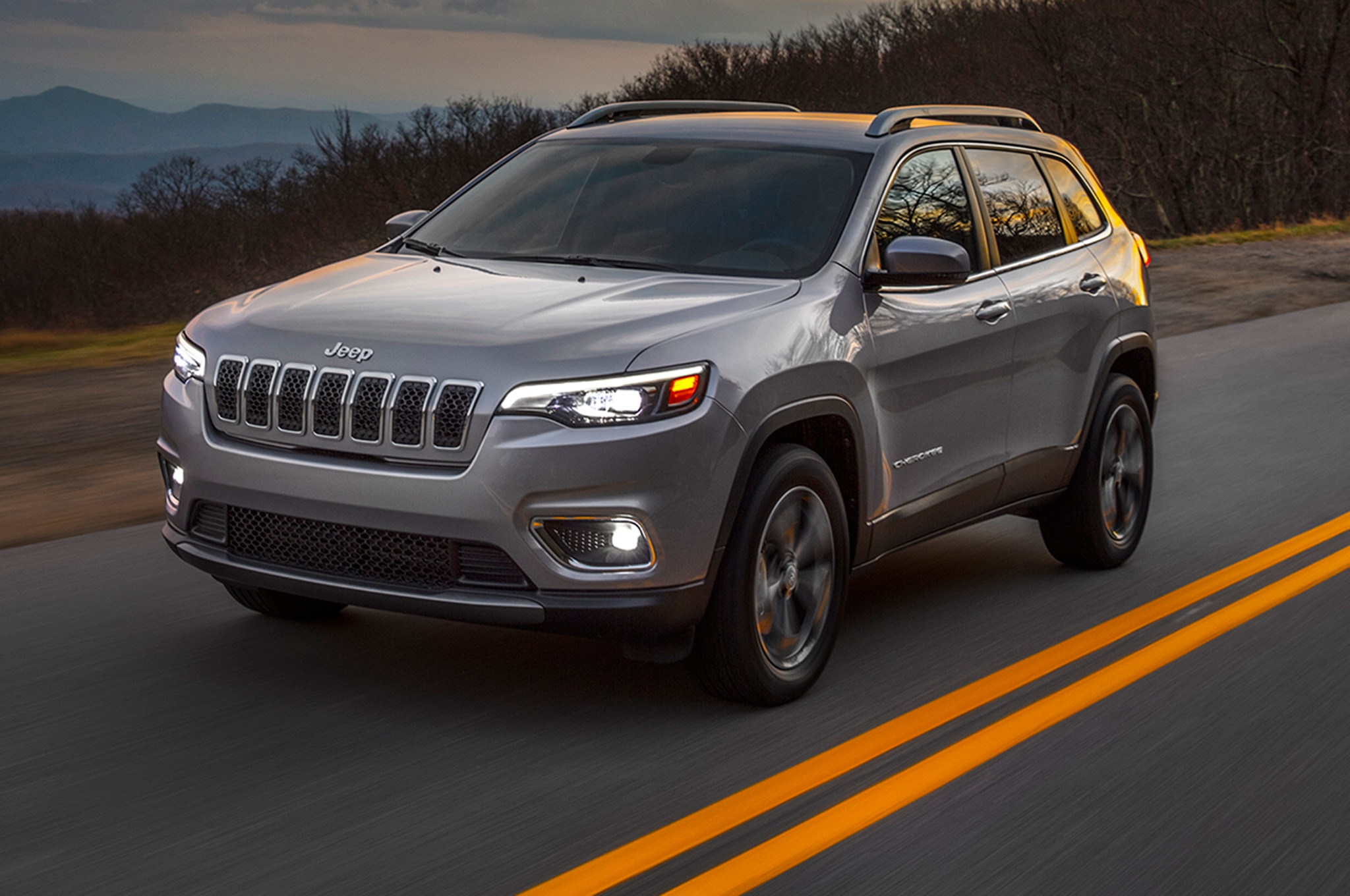 2019 Jeep Cherokee Front Three Quarter In Motion 09