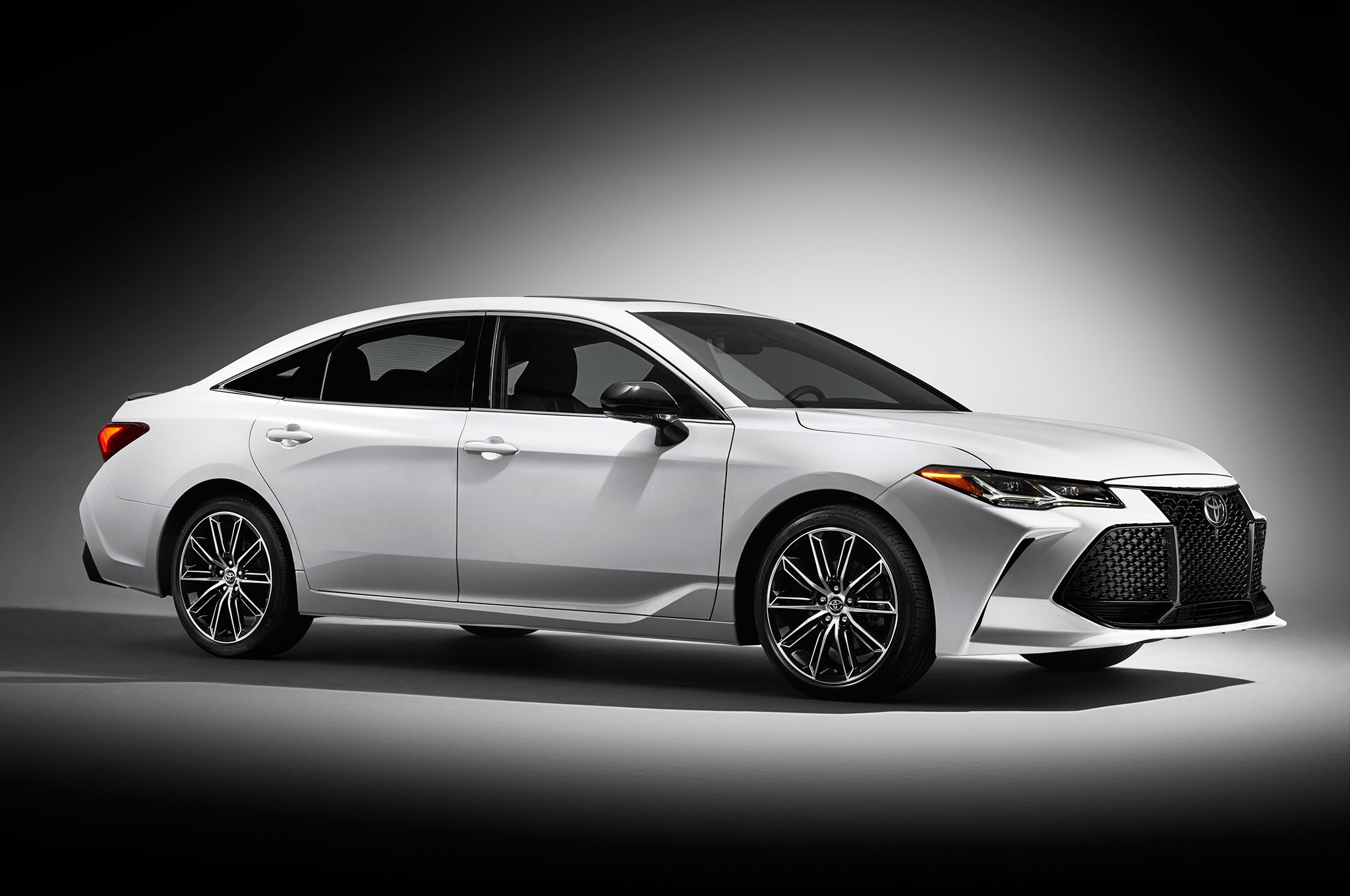 2019 Toyota Avalon Touring Side Front View