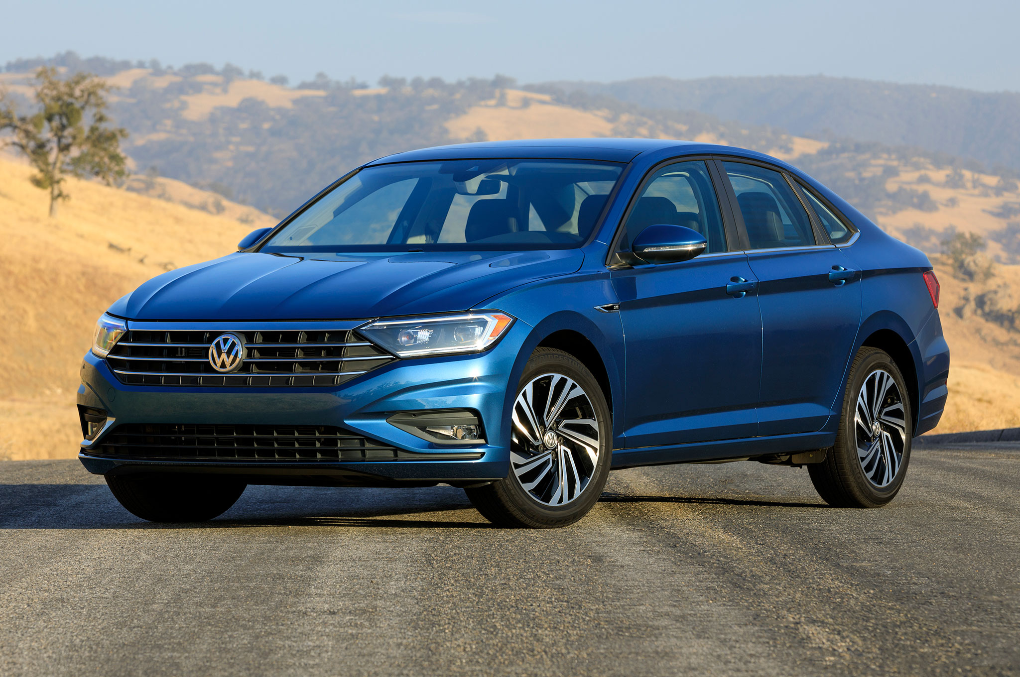 2019 Volkswagen Jetta SEL Front Side View Parked