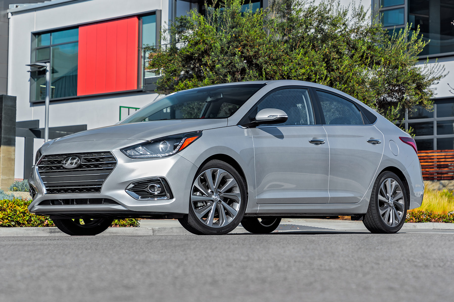 2018 Hyundai Accent Limited Front Three Quarter 01 E1519262472660