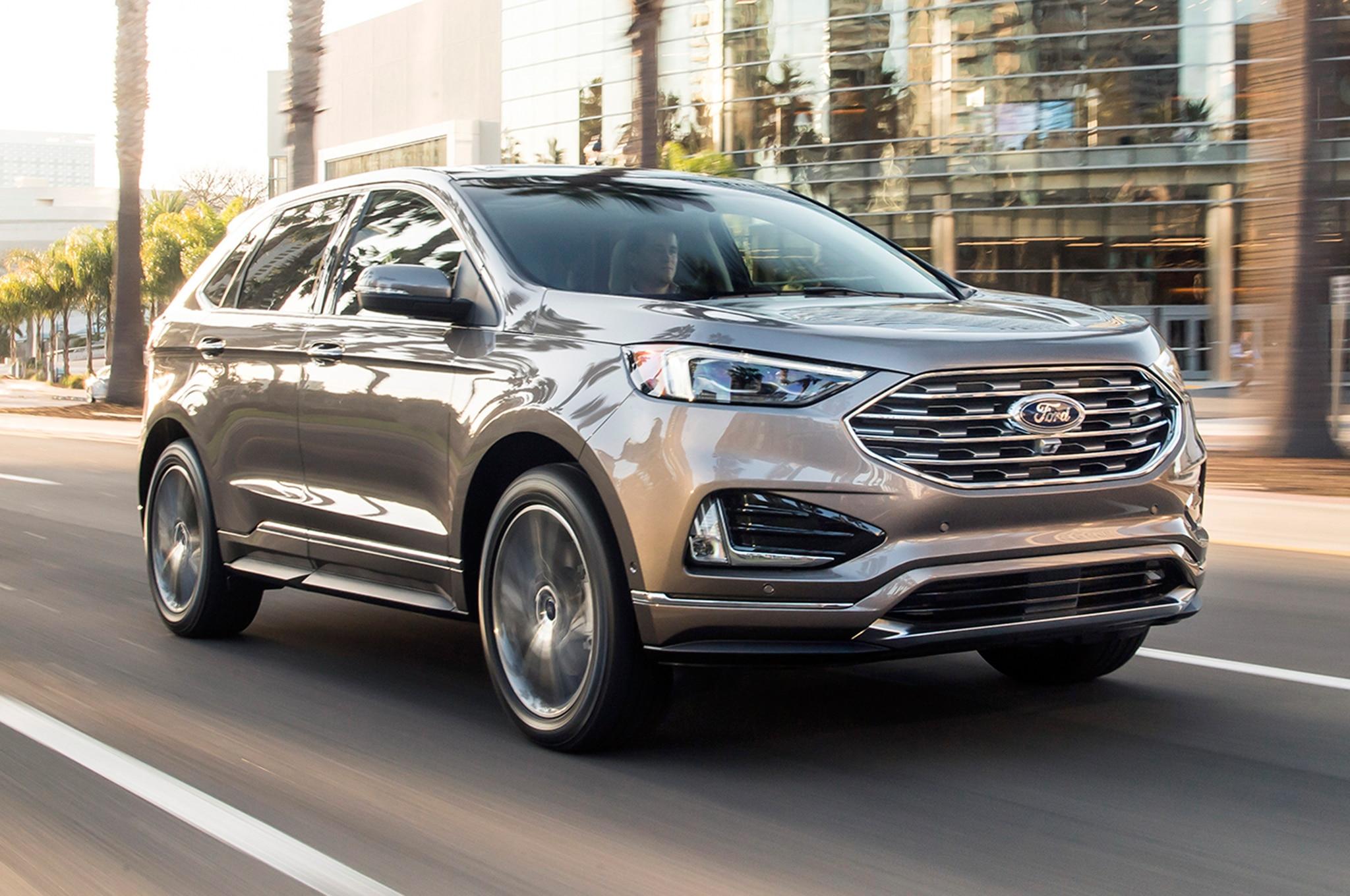 2019 Ford Edge Titanium Elite Front Three Quarter In Motion 03