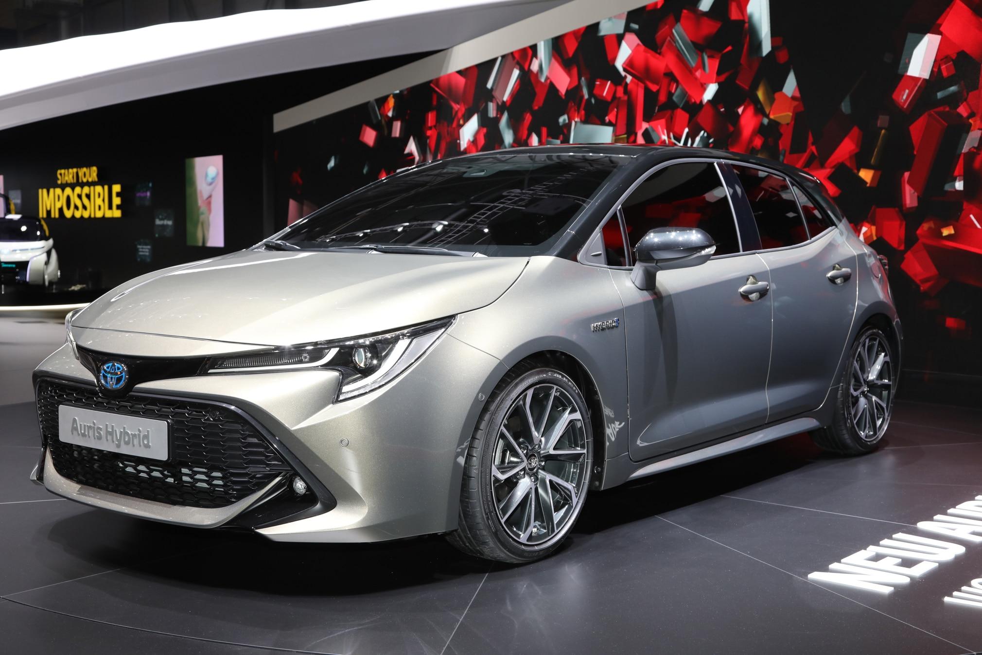 Toyota Auris Hybrid 02