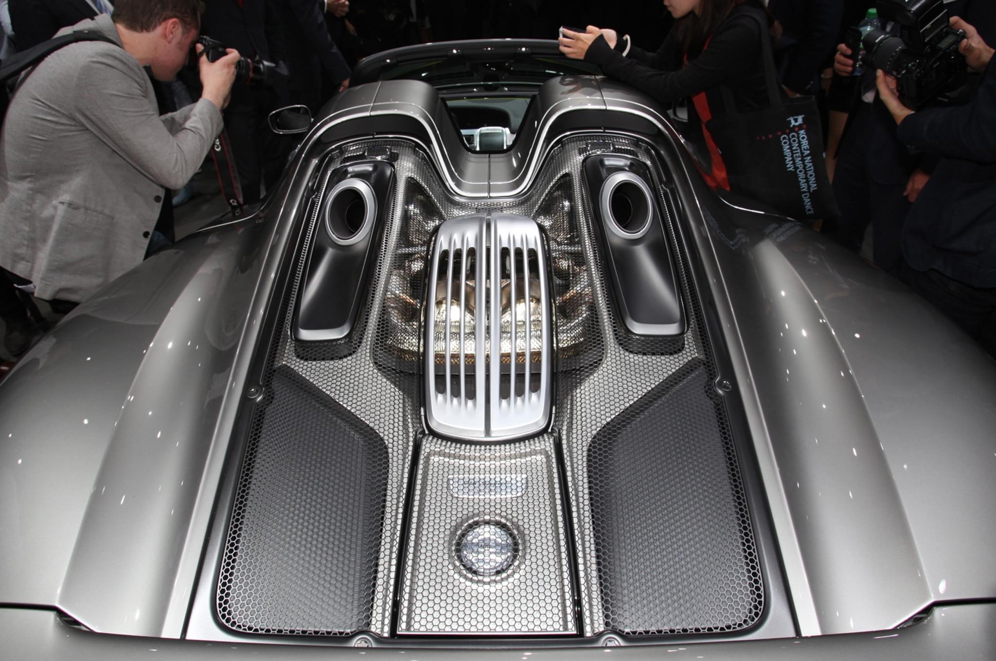 Porsche-918-spyder-super-hybrid-engine-02