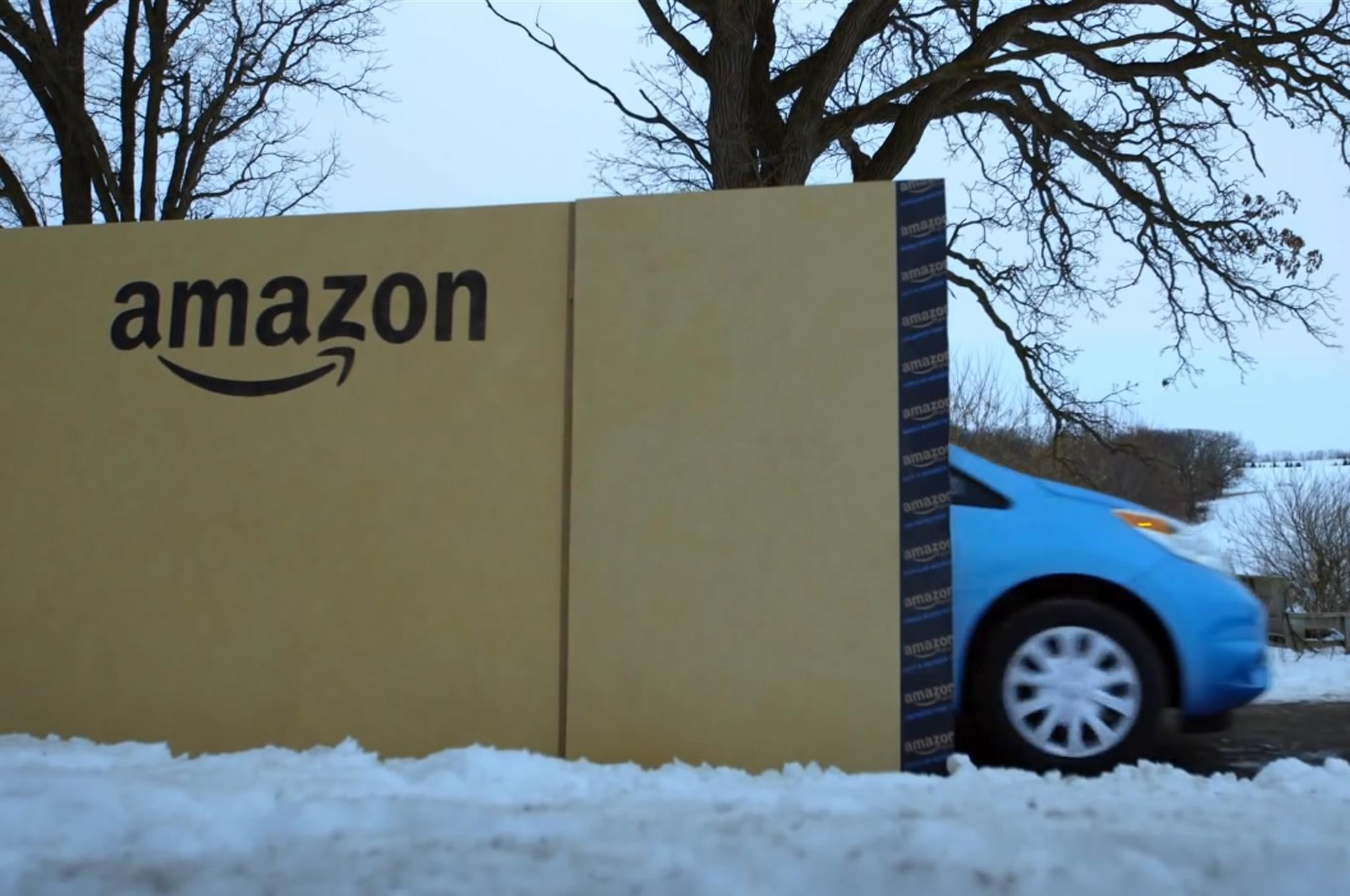 Amazon entrega un Nissan Note en caja grande - Autos Terra Motor Trend