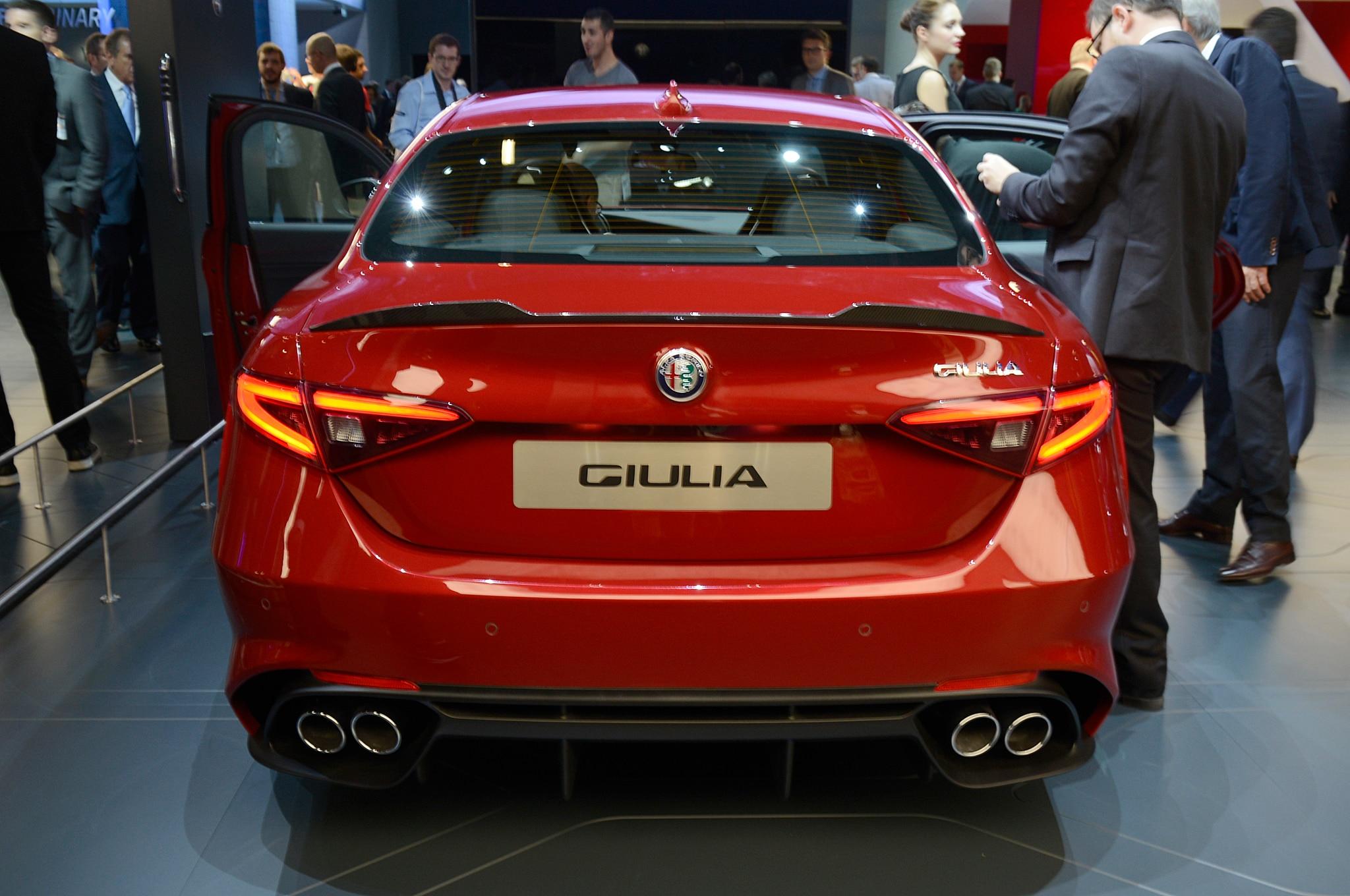 Alfa Romeo Giulia Rear End Motor Trend En Espanol