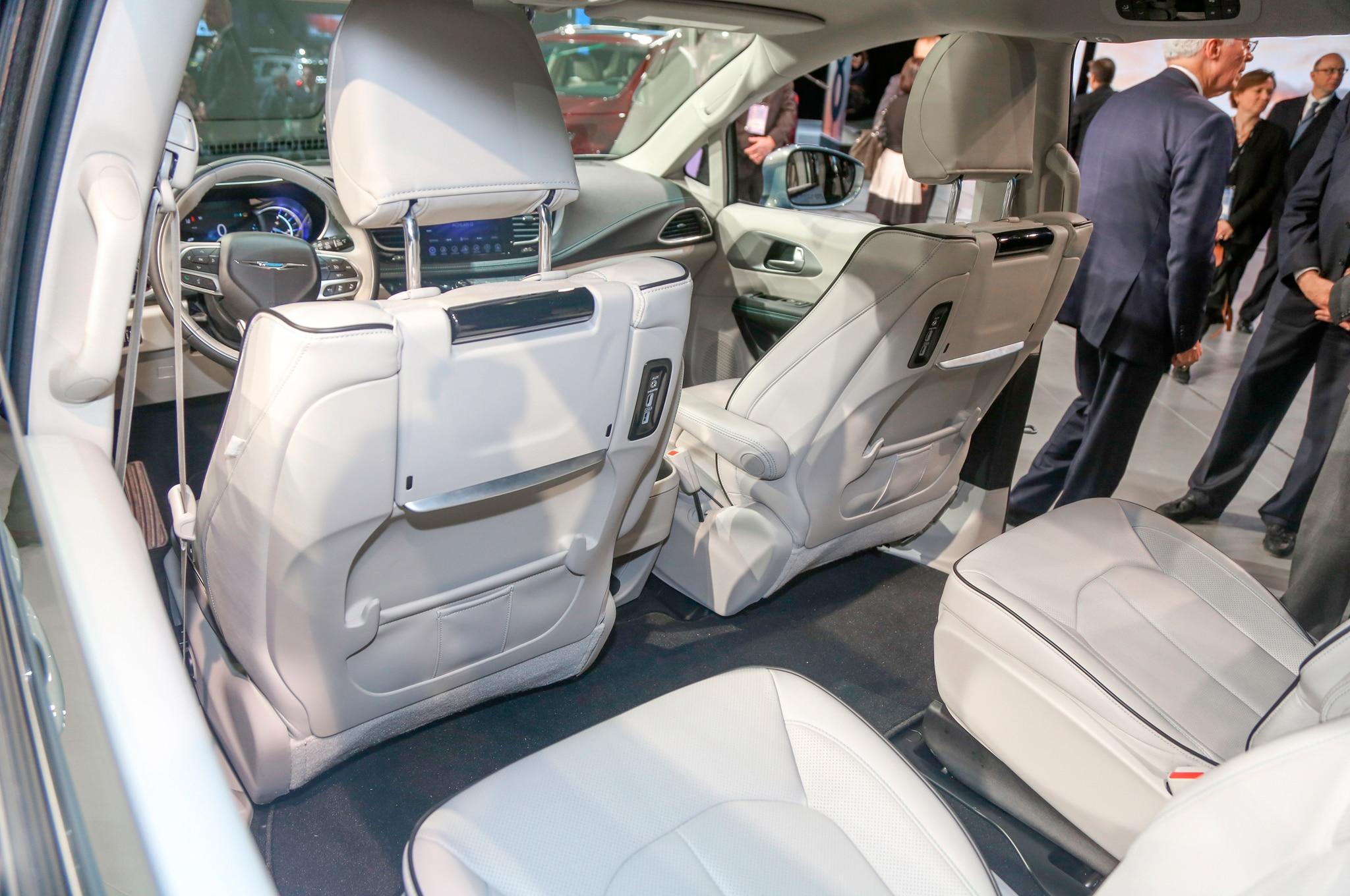 2017 Chrysler Pacifica Hybrid Rear Interior Seats 29 Junio 2016 Wpengine
