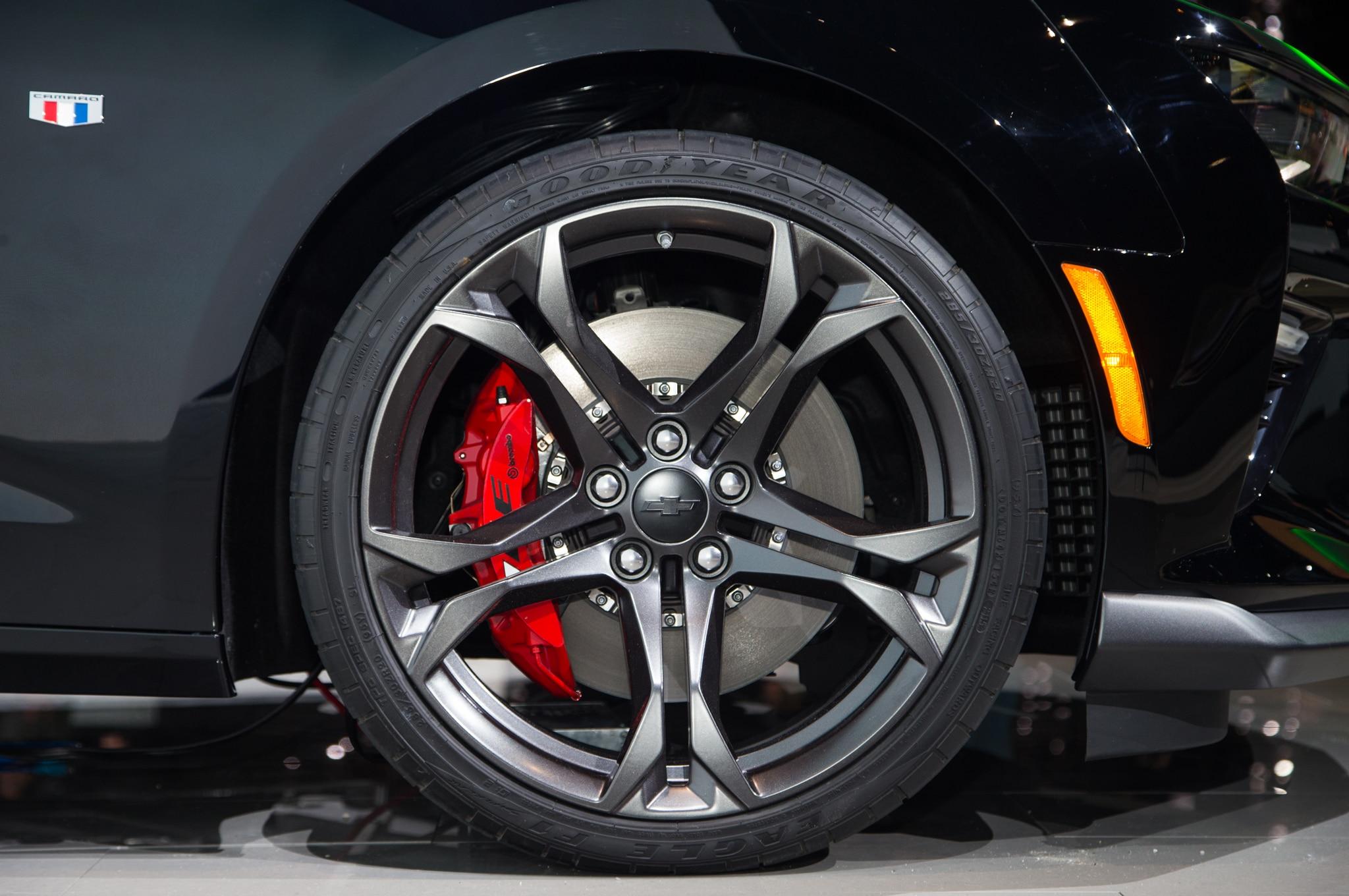 2017 Chevrolet Camaro 1le Wheels 02 Motor Trend En Espa 241 Ol