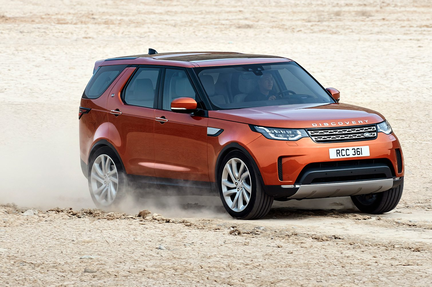 2017 Land Rover Discovery Front Three Quarter In Motion E1474649462620