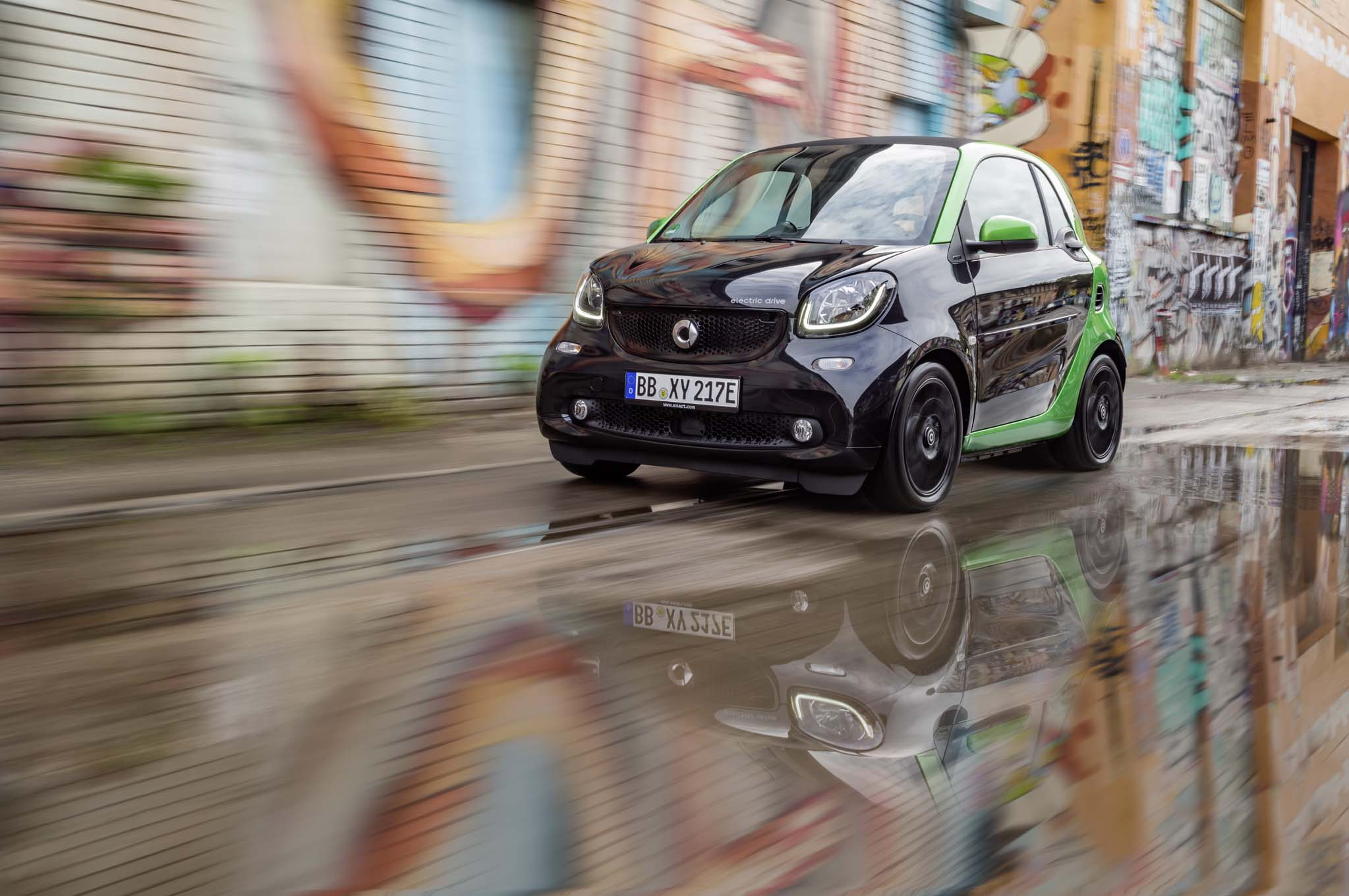 2017 Smart Fortwo Electric Front Three Quarter In Motion