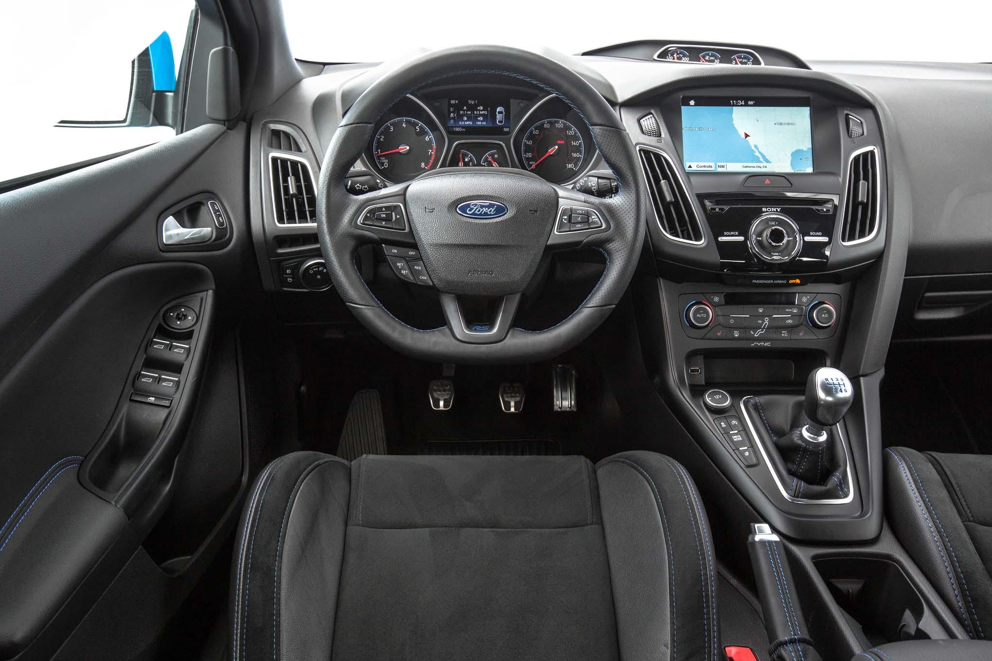2016-Ford-Focus-RS-cockpit - Motor Trend en Español