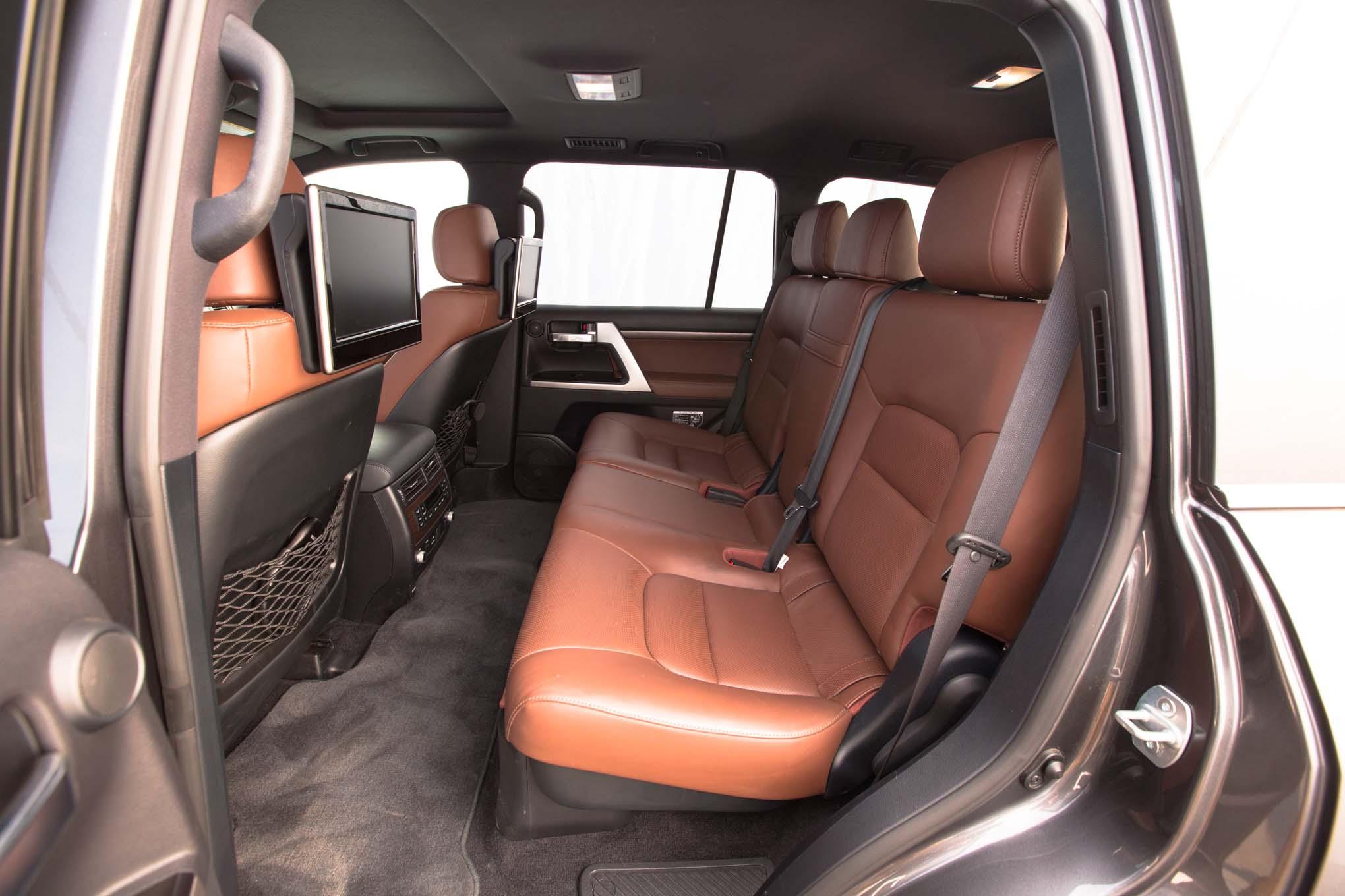 2016 Toyota Land Cruiser Rear Interior Seats Motor Trend En Español