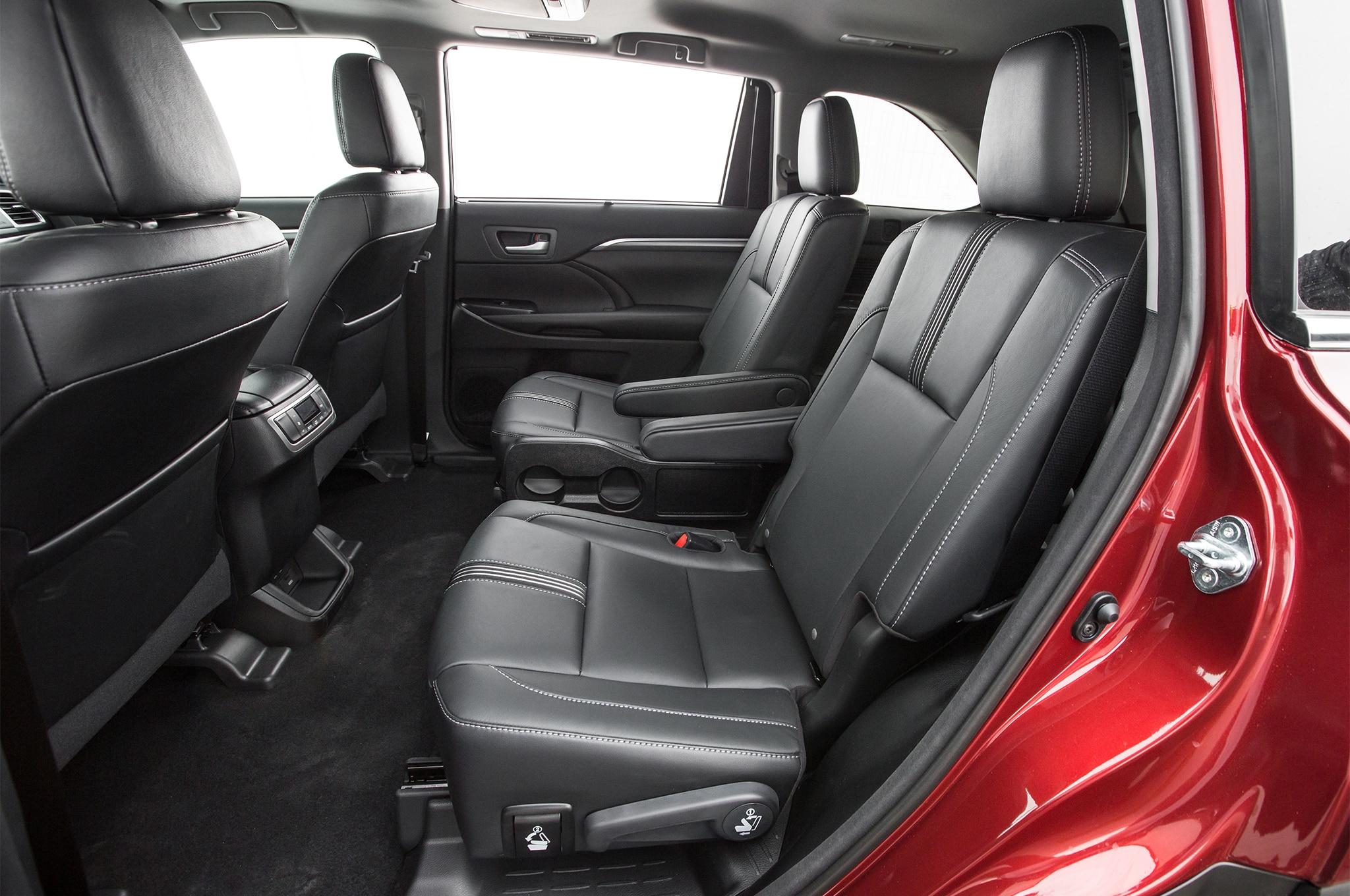 2017-Toyota-Highlander-SE-AWD-rear-interior-seats-1 ...