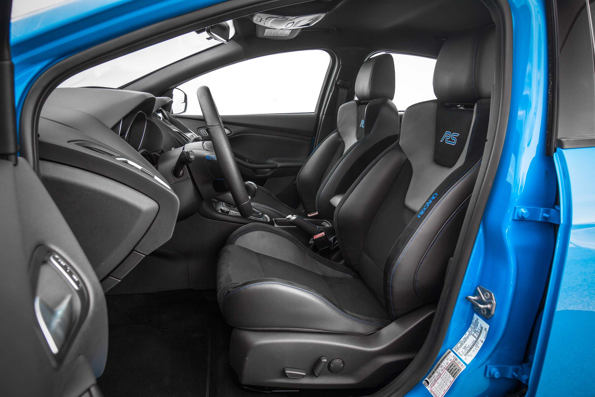 2016-Ford-Focus-RS-front-interior-seats - Motor Trend en ...
