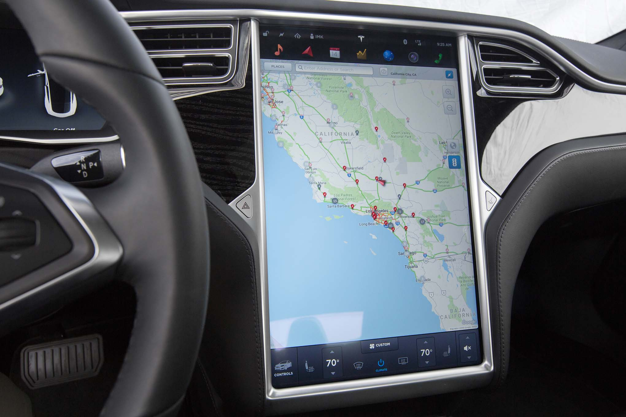 2016-Tesla-Model-S-60-center-stack-screen - Motor Trend en ...