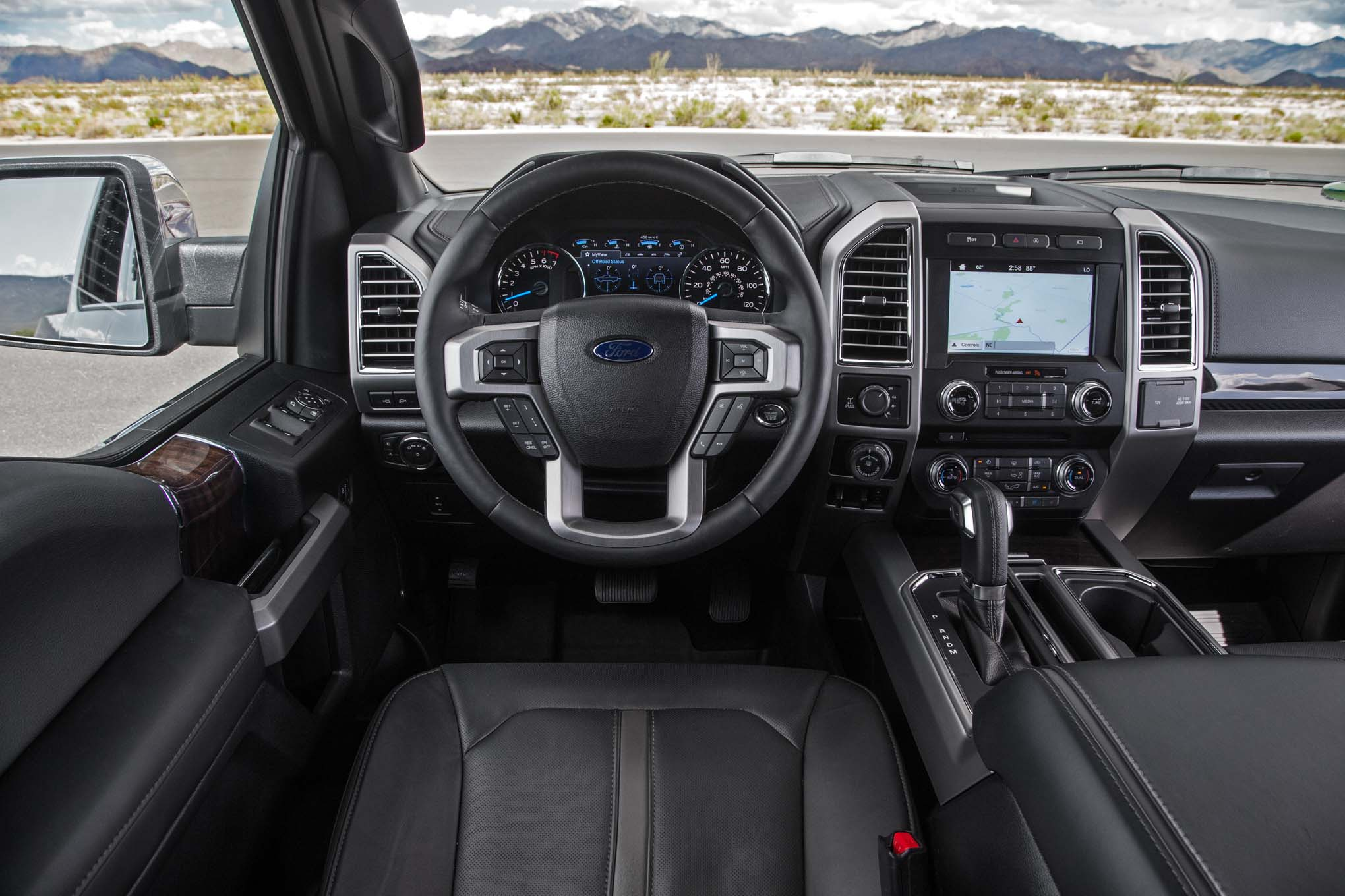 2017 ford f 150 platinum 4x4 ecoboost cockpit 90 motor trend en espa ol. Black Bedroom Furniture Sets. Home Design Ideas